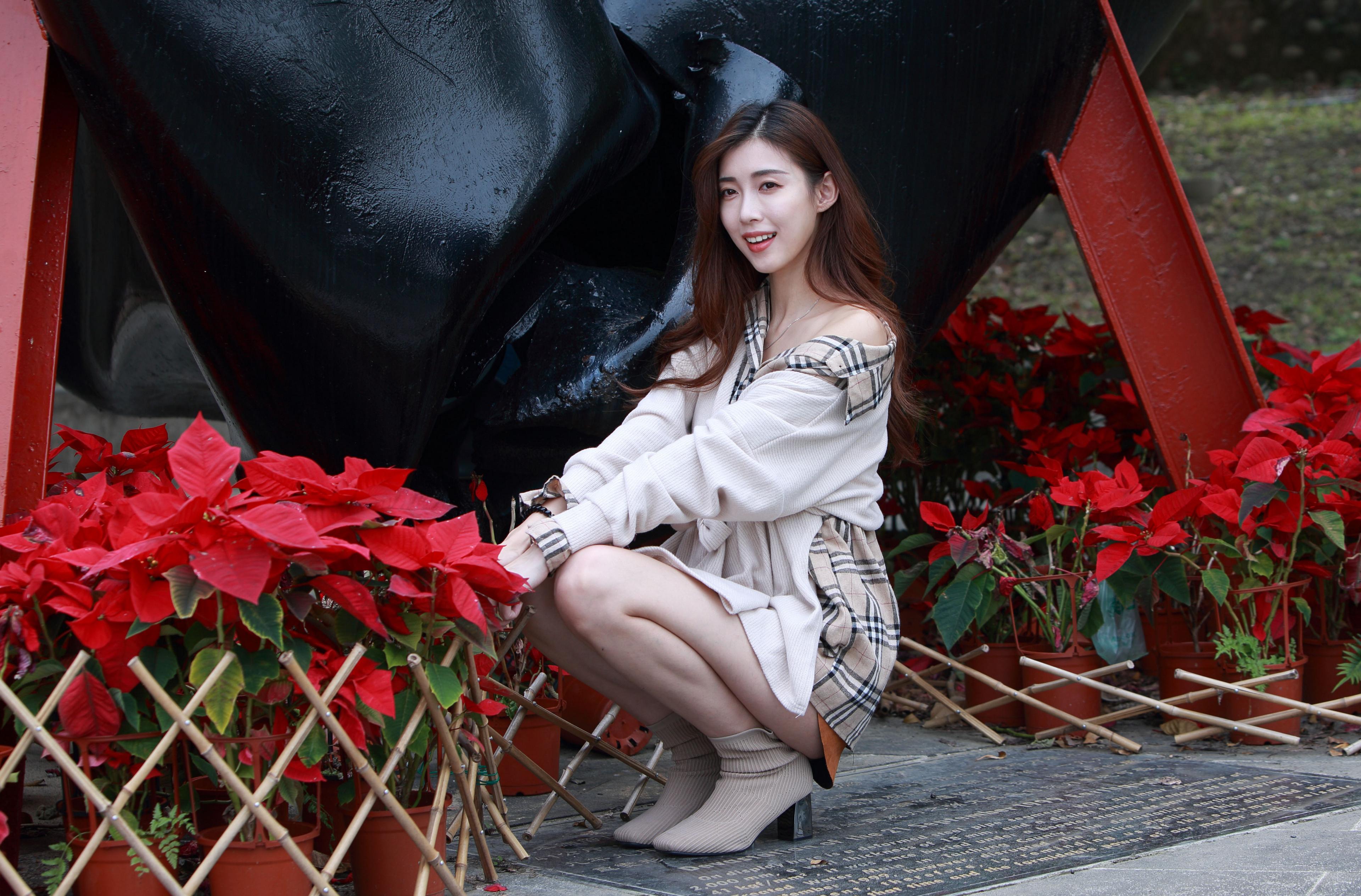 Фотография Шатенка Поза молодая женщина Азиаты сидя Взгляд 3840x2529 шатенки позирует девушка Девушки молодые женщины азиатки азиатка Сидит сидящие смотрит смотрят