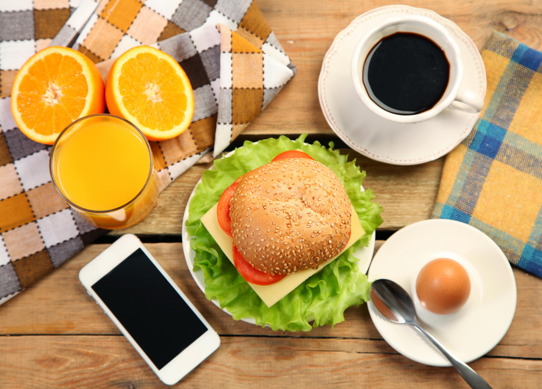 Фотография яйцами Сок Кофе Апельсин телефона Стакан бутерброд Еда Чашка Натюрморт 6000x4308 яиц яйцо Яйца Телефон телефоном стакана стакане Бутерброды Пища чашке Продукты питания