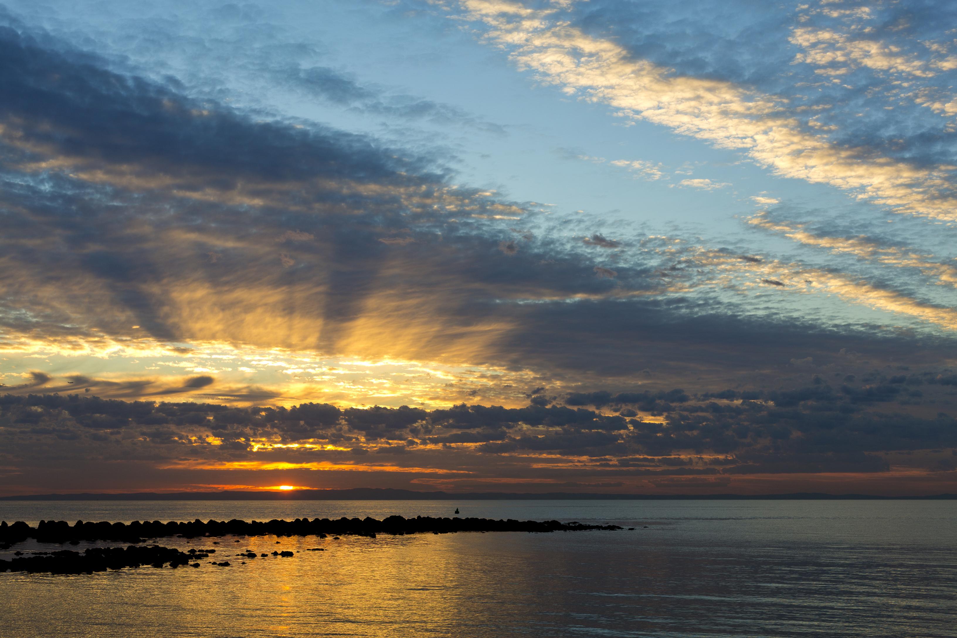 Фото Австралия Queensland Море Природа Небо рассвет и закат облачно 3264x2176 Рассветы и закаты облако Облака