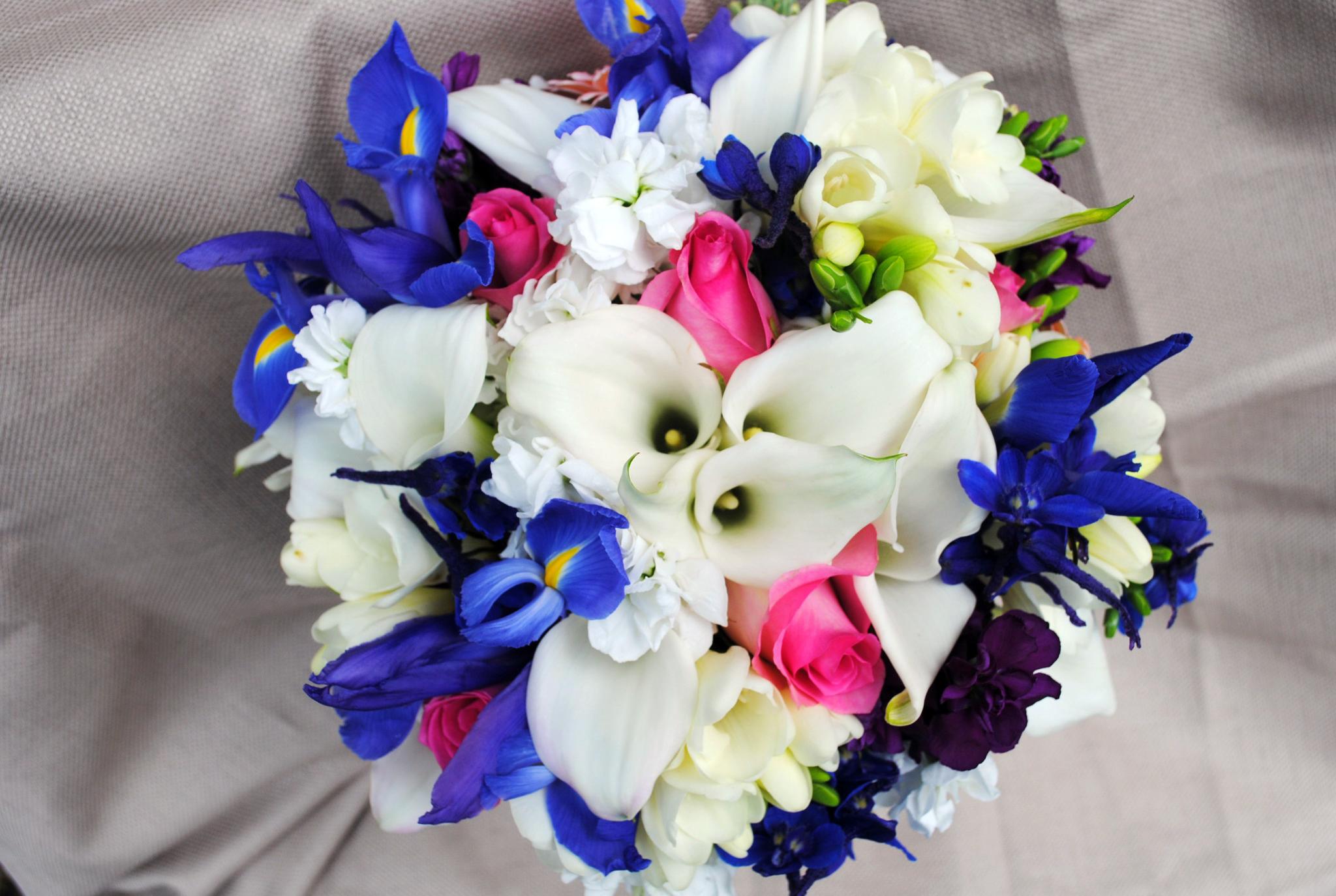Букеты с каллами и другими цветами фото и