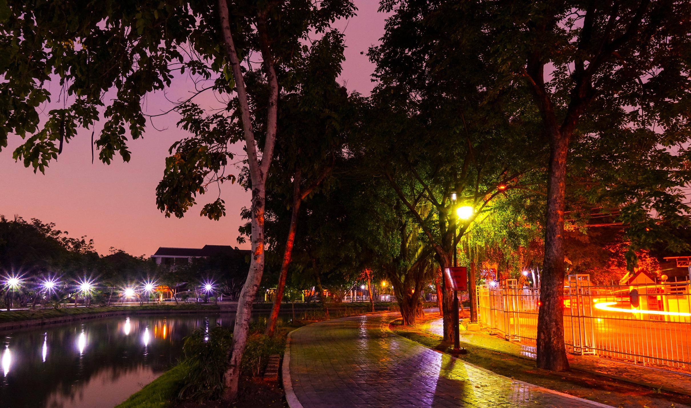 парк речка огни вечер бесплатно