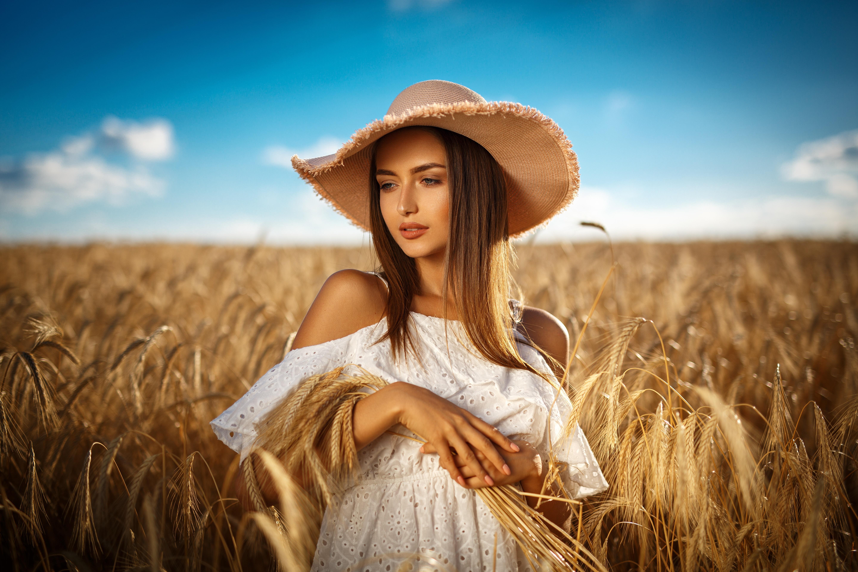 Фотография красивый шляпы Пшеница молодая женщина Поля 5760x3840 Красивые красивая Шляпа шляпе Девушки девушка молодые женщины