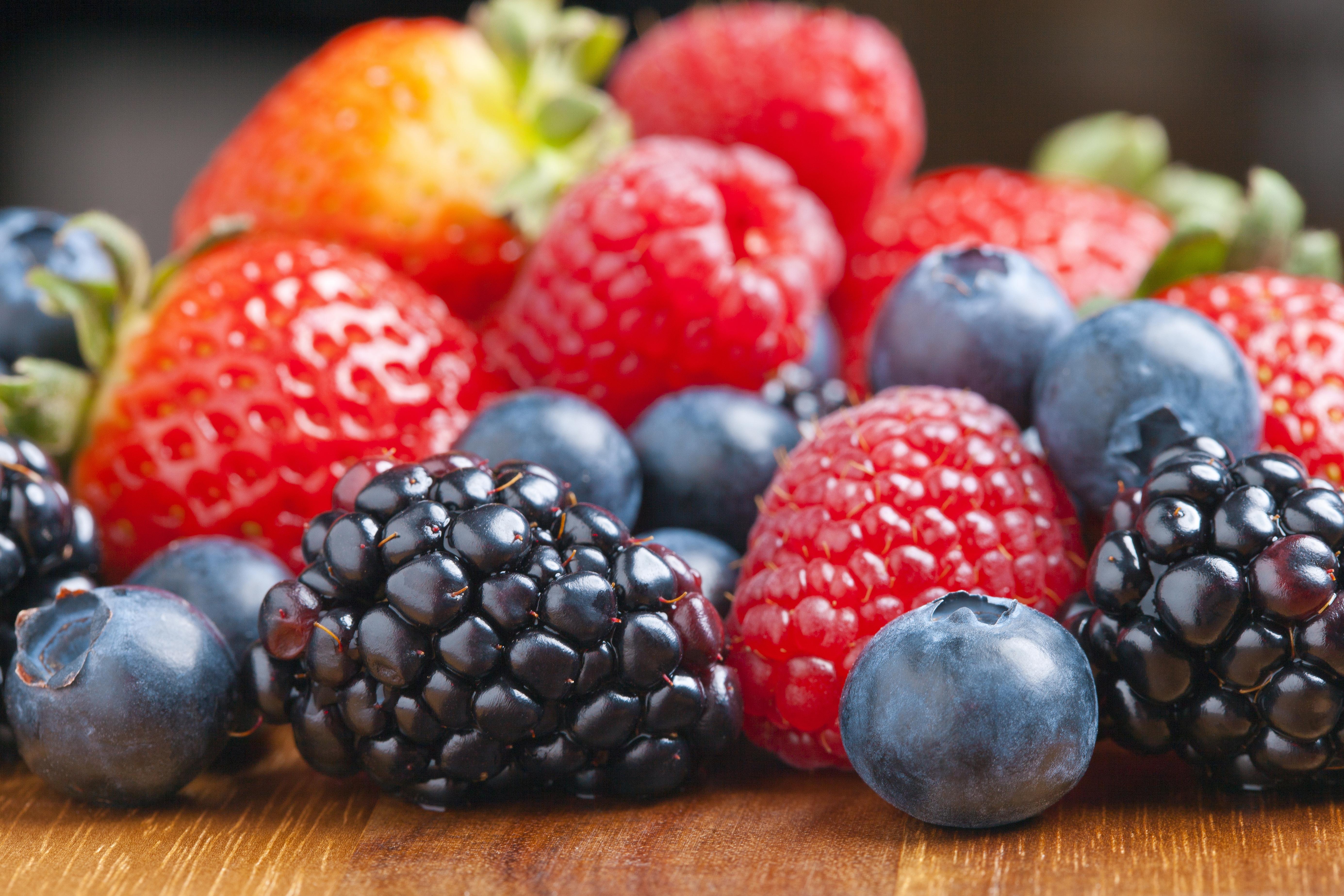 Малина, клубника, ягоды бесплатно