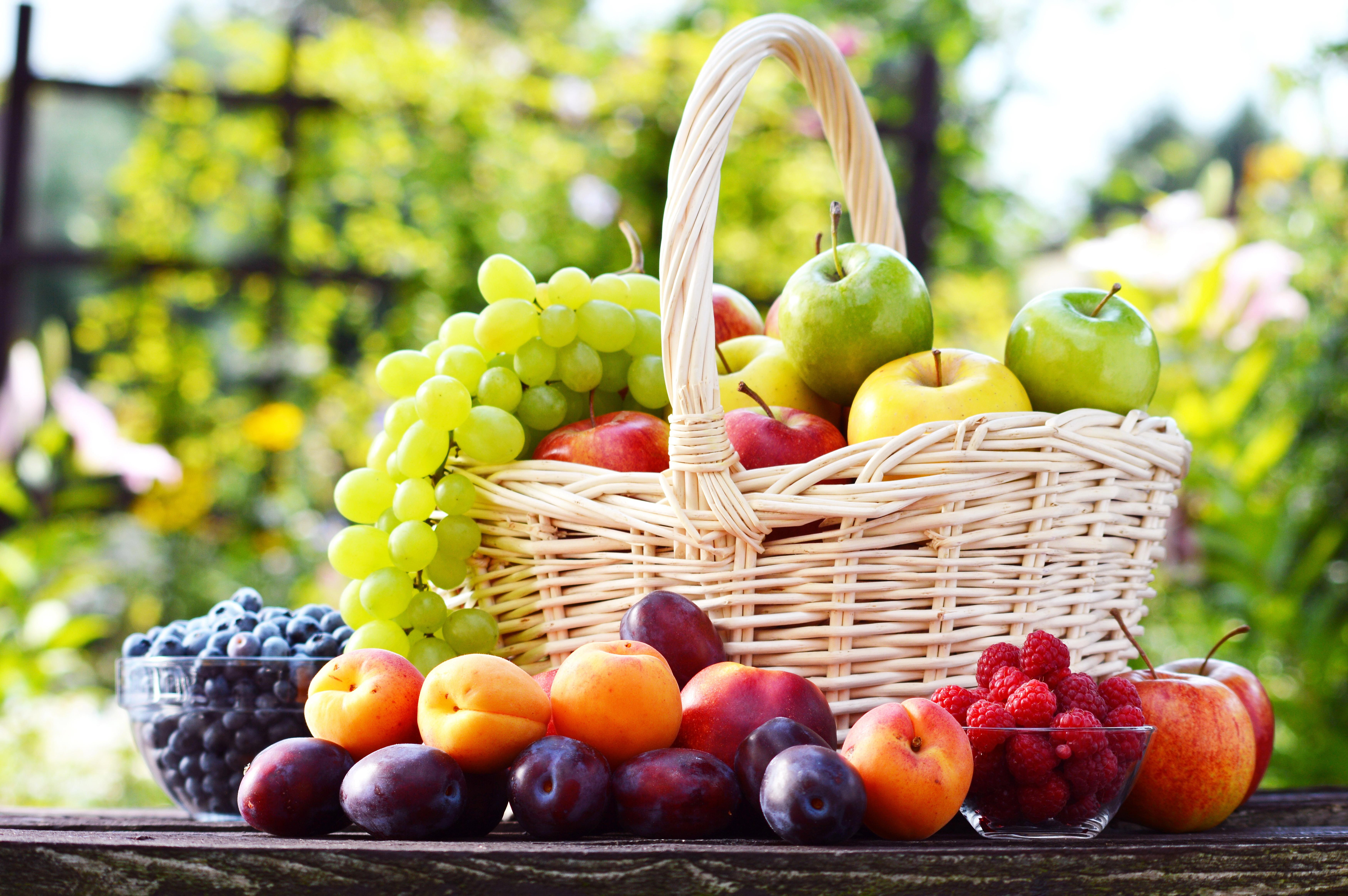 Виноград в корзине бесплатно