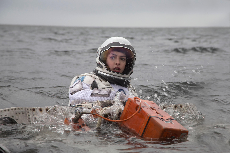 фото интерстеллар энн хэтэуэй космонавт шлем 2014 девушки