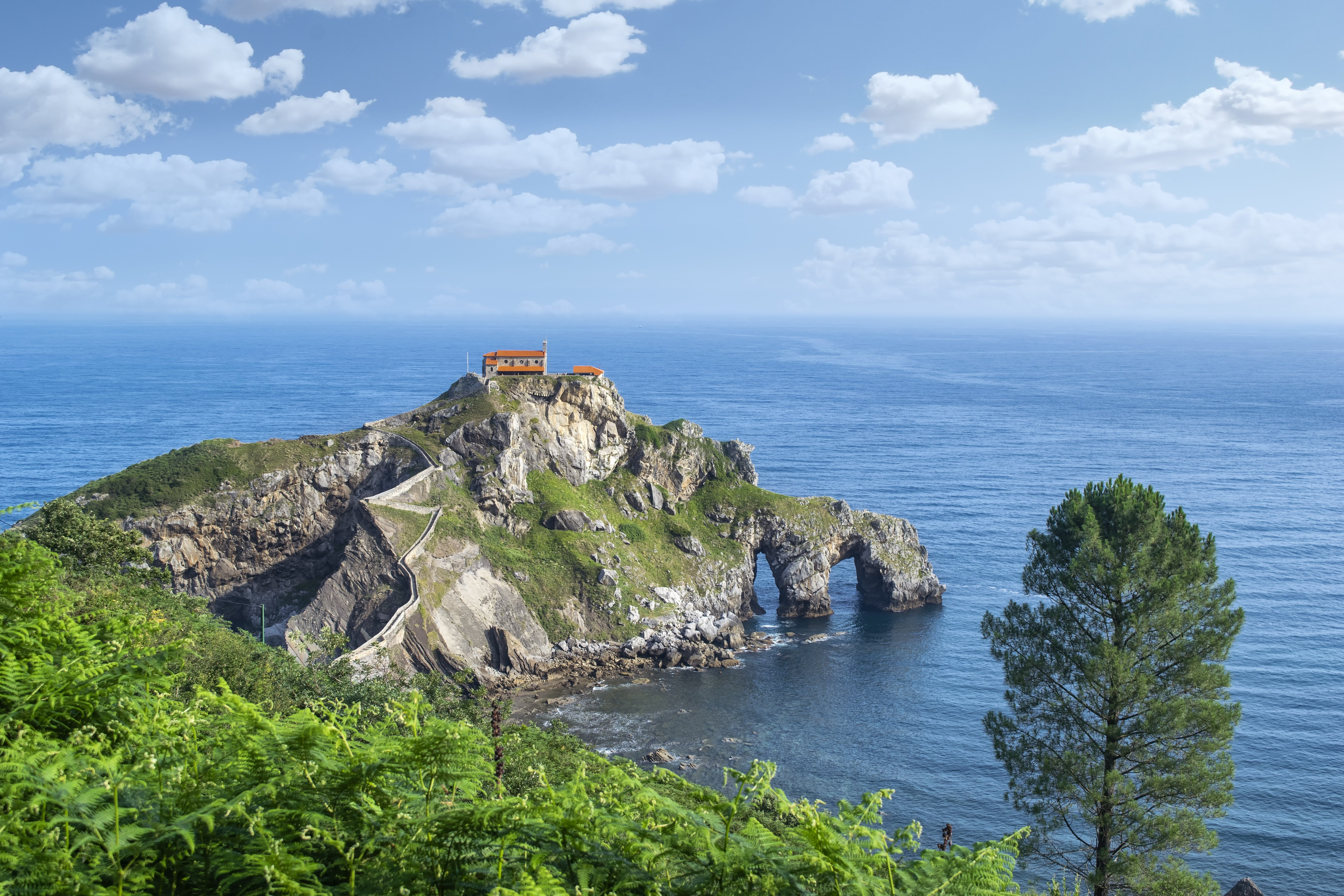 Картинка Испания San Juan de Gaztelugatxe Море скале Природа Остров берег 5853x3902 Утес Скала скалы Побережье