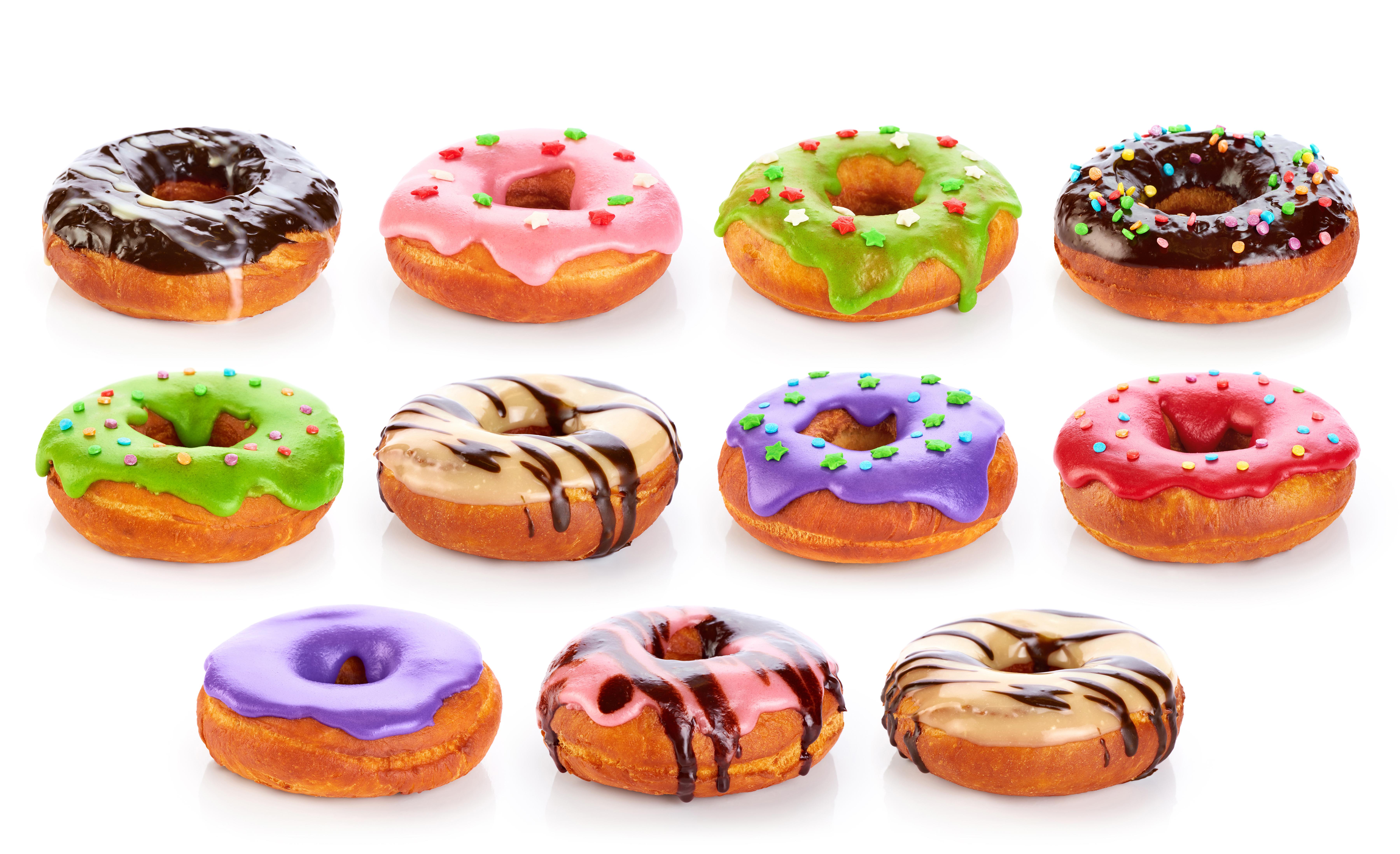 Картинка Разноцветные Шоколад Пончики Еда белом фоне 7200x4390 Пища Продукты питания Белый фон белым фоном
