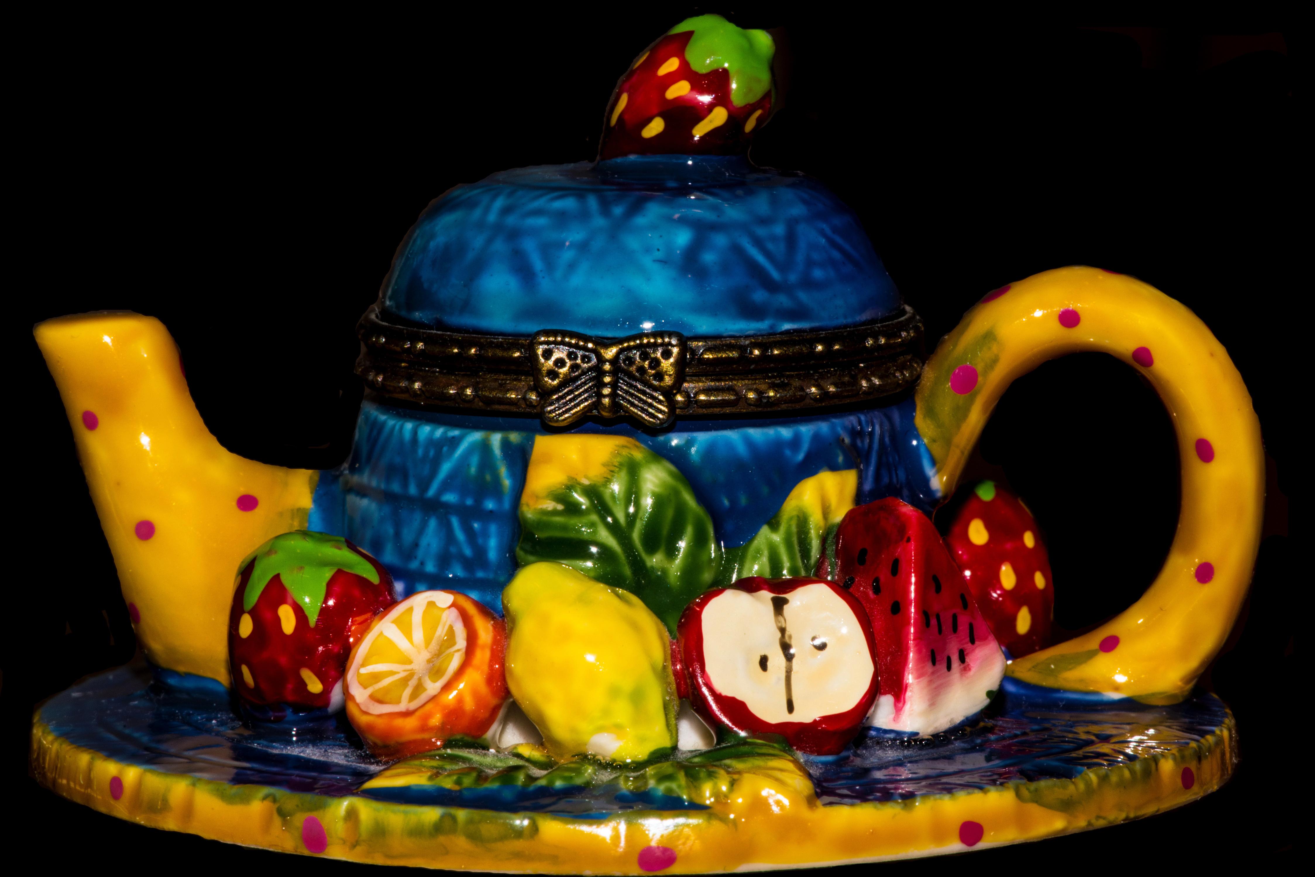 Обои для рабочего стола Торты Чайник Еда Фрукты Черный фон сладкая еда дизайна Пища Продукты питания Сладости на черном фоне Дизайн