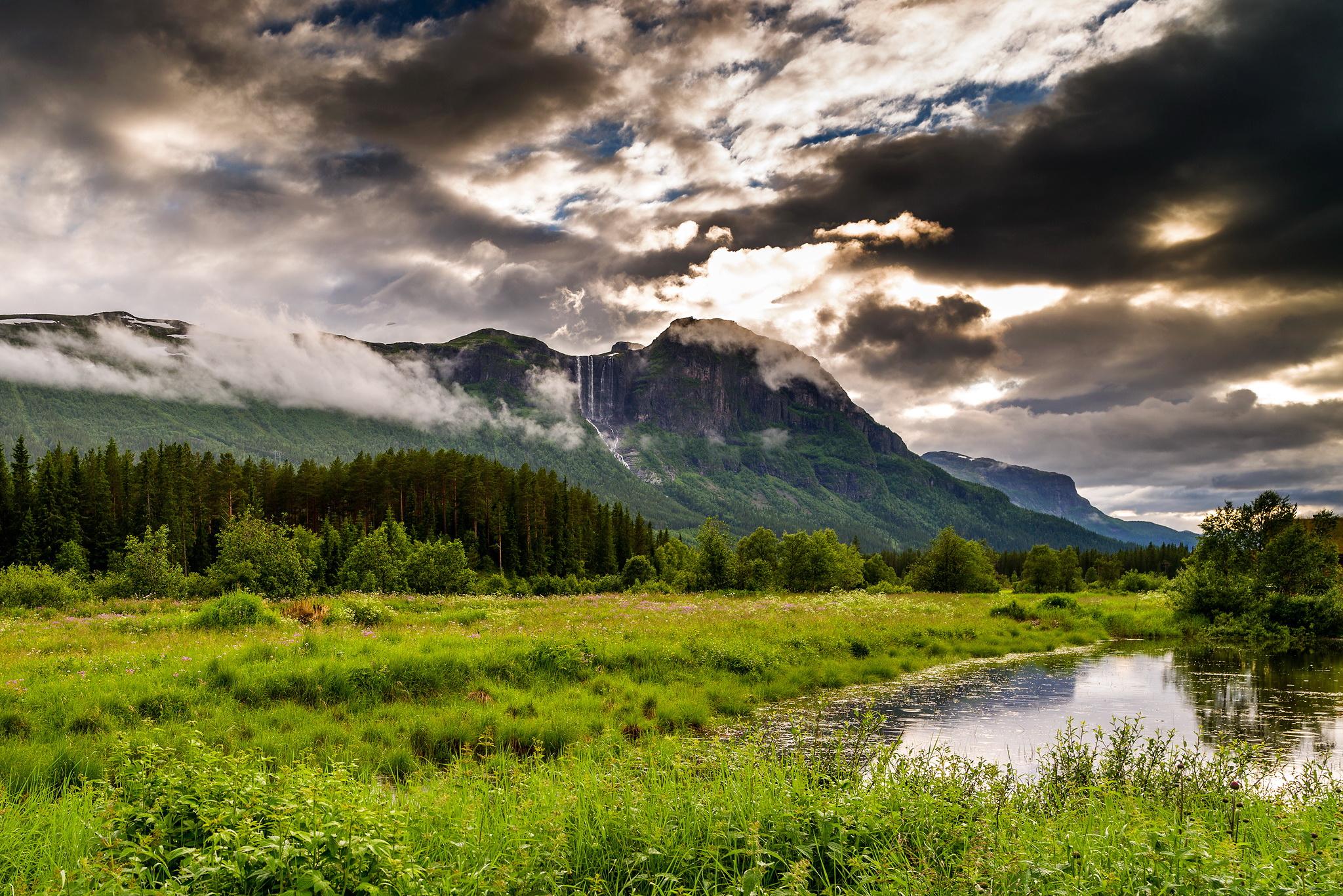 природа река деревья облака горы бесплатно
