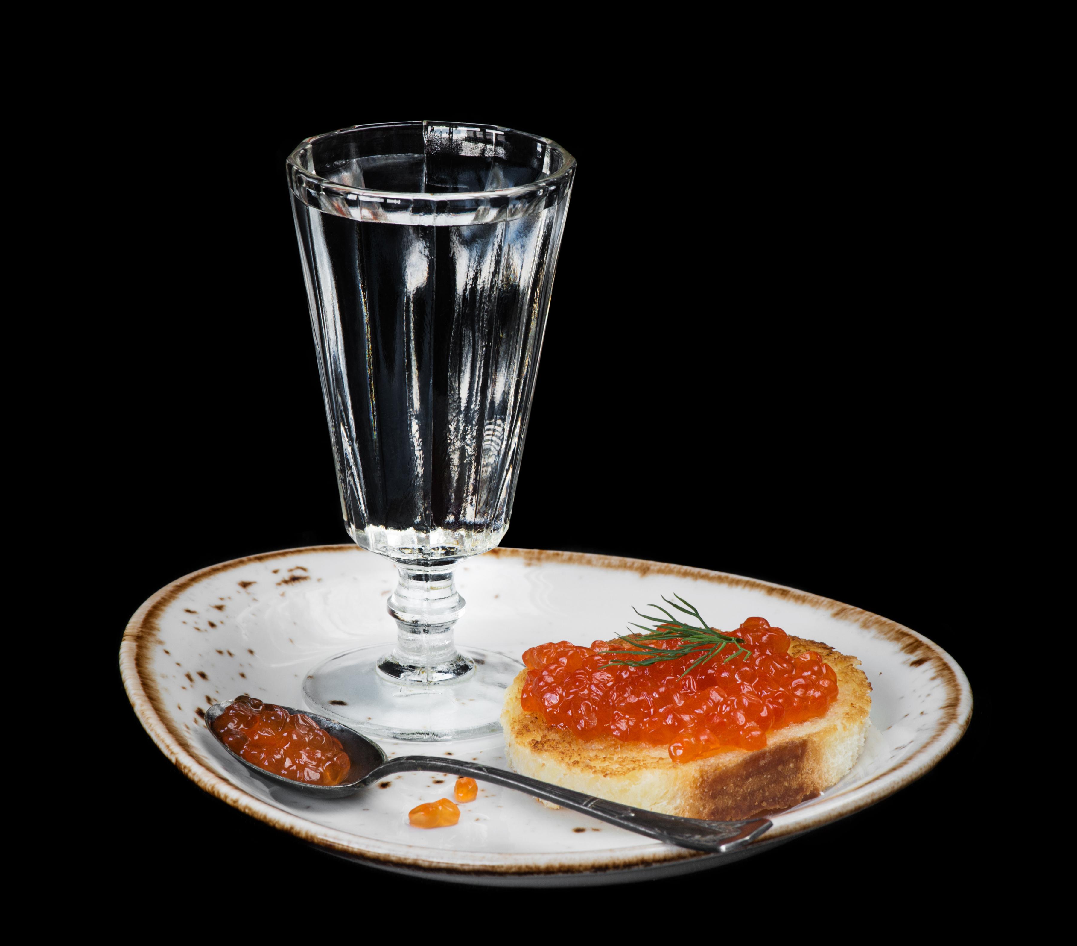 Vodka_Butterbrot_Seafoods_Caviar_Black_background_558317_3600x3160.jpg