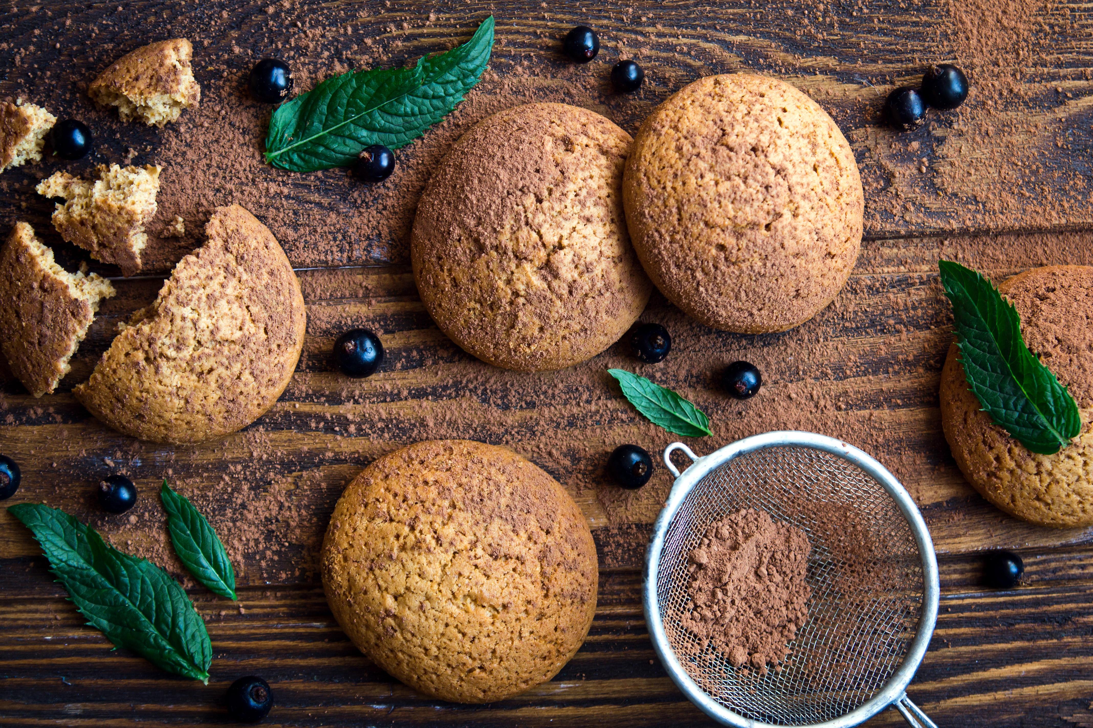 Картинка Листья Какао порошок Смородина Еда Печенье Доски 4272x2848 лист Листва Пища Продукты питания