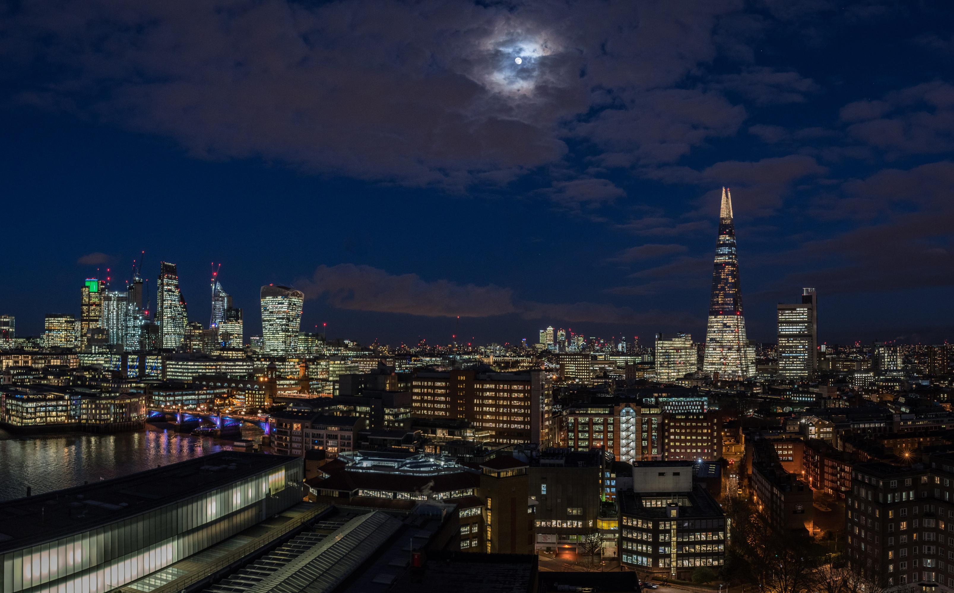 Обои Лондон Англия луны Небо Ночь Дома город 3214x2000 лондоне Луна луной ночью в ночи Ночные Города Здания