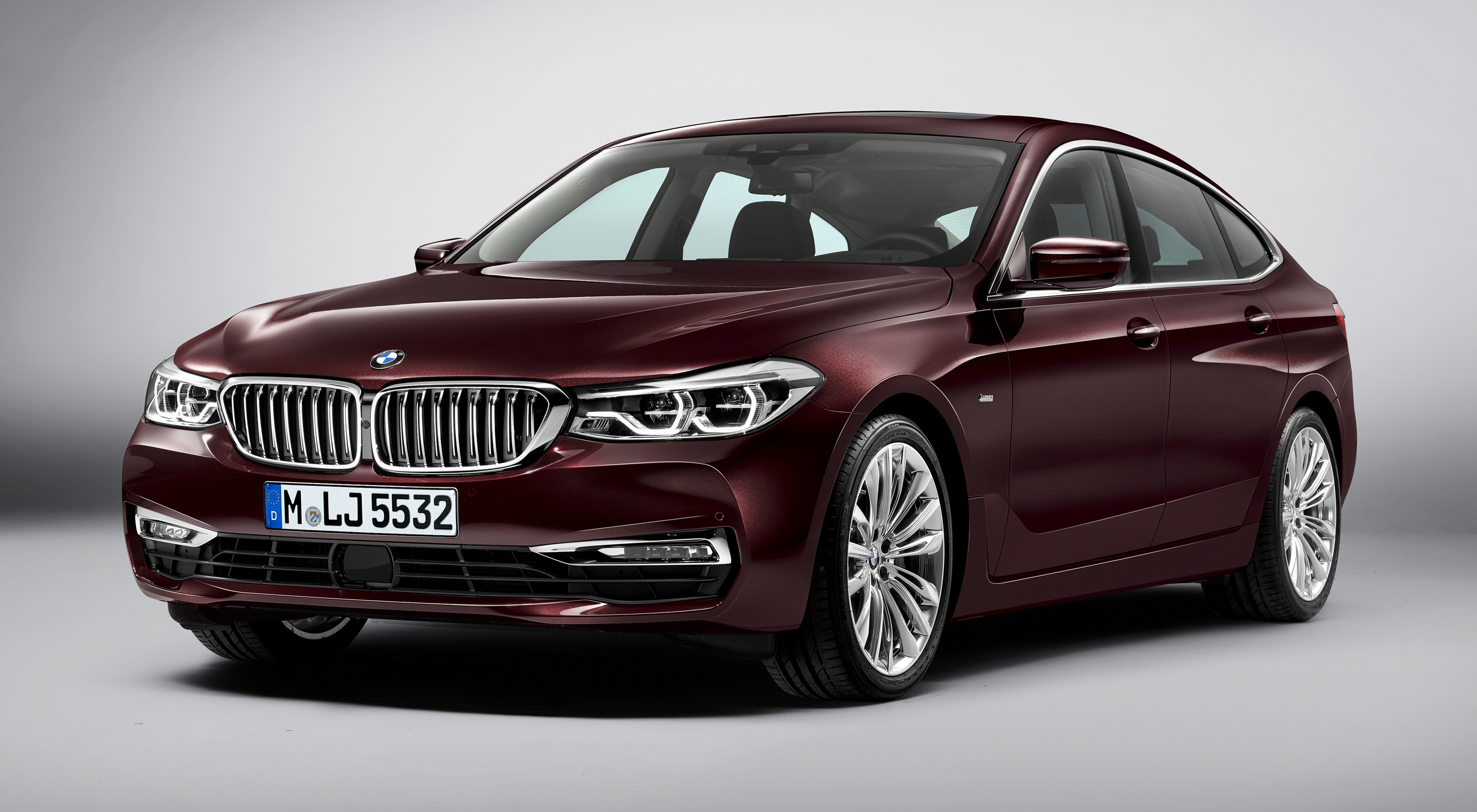 Фотография БМВ Liftback, 630d, xDrive, Gran Turismo, Luxury Line, 2017 бордовая Автомобили Серый фон BMW Бордовый бордовые темно красный авто машины машина автомобиль сером фоне