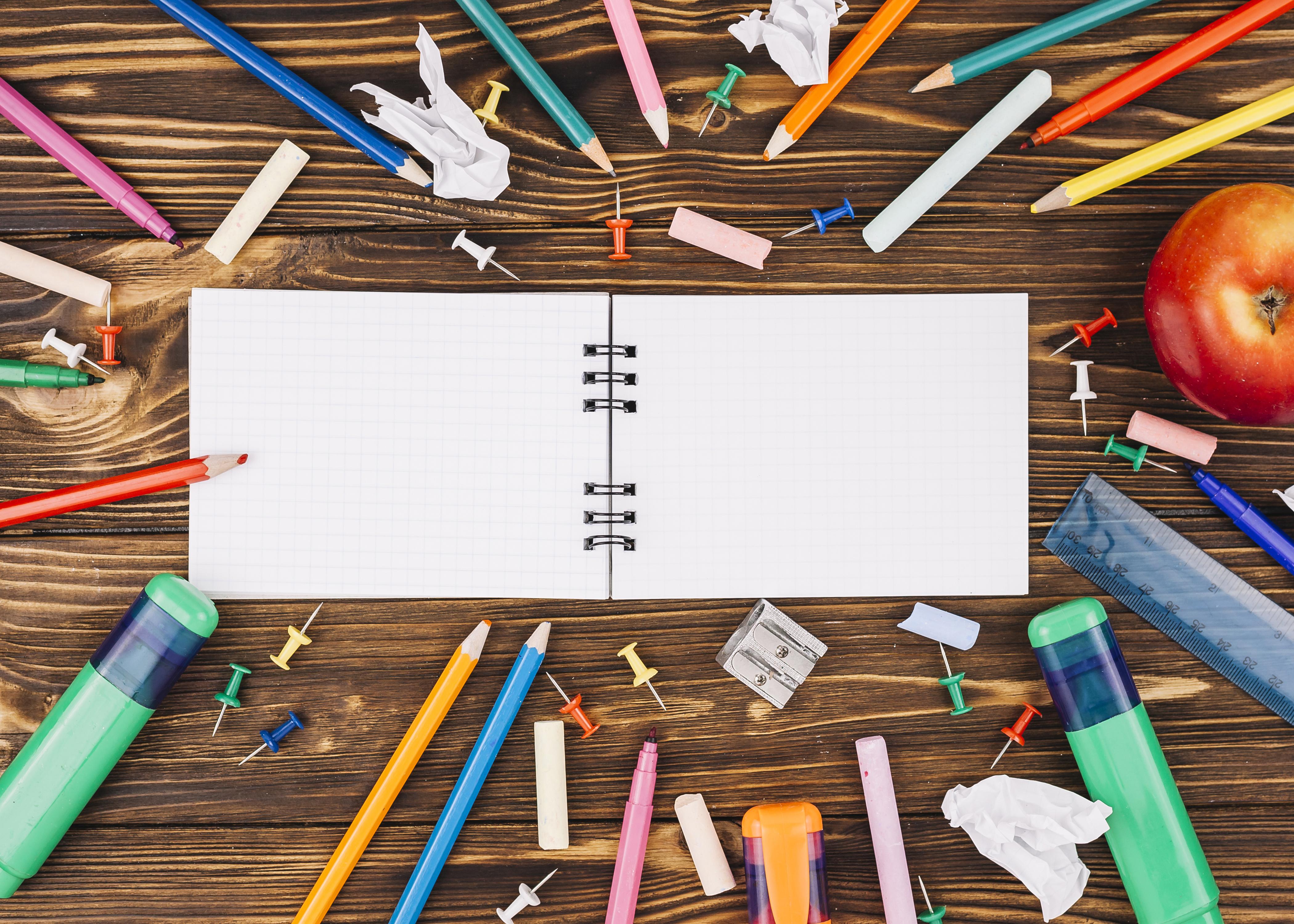 Фото Канцелярские товары школьные Карандаши Тетрадь Доски 4200x3000 Школа