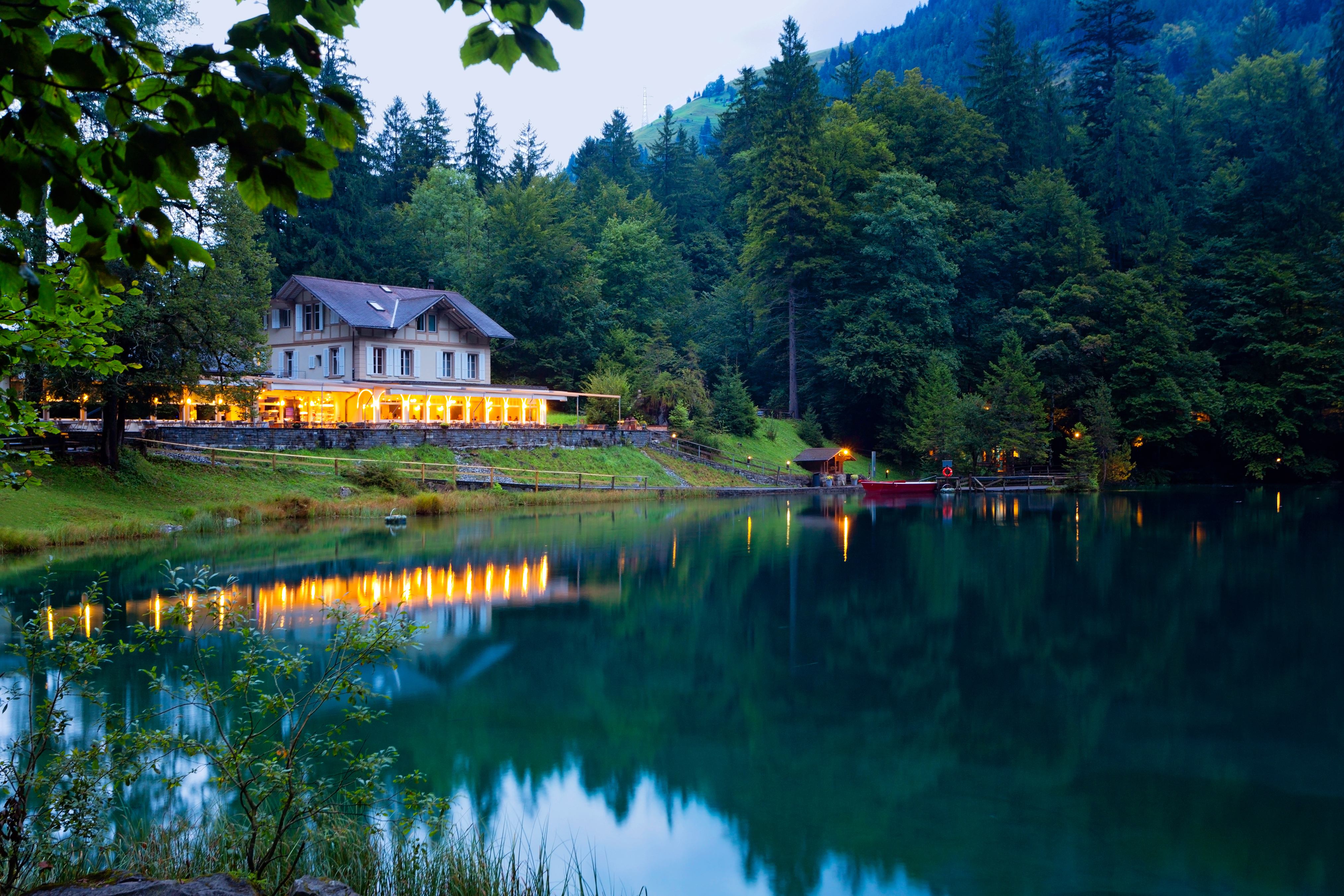 домик на берегу озера бесплатно