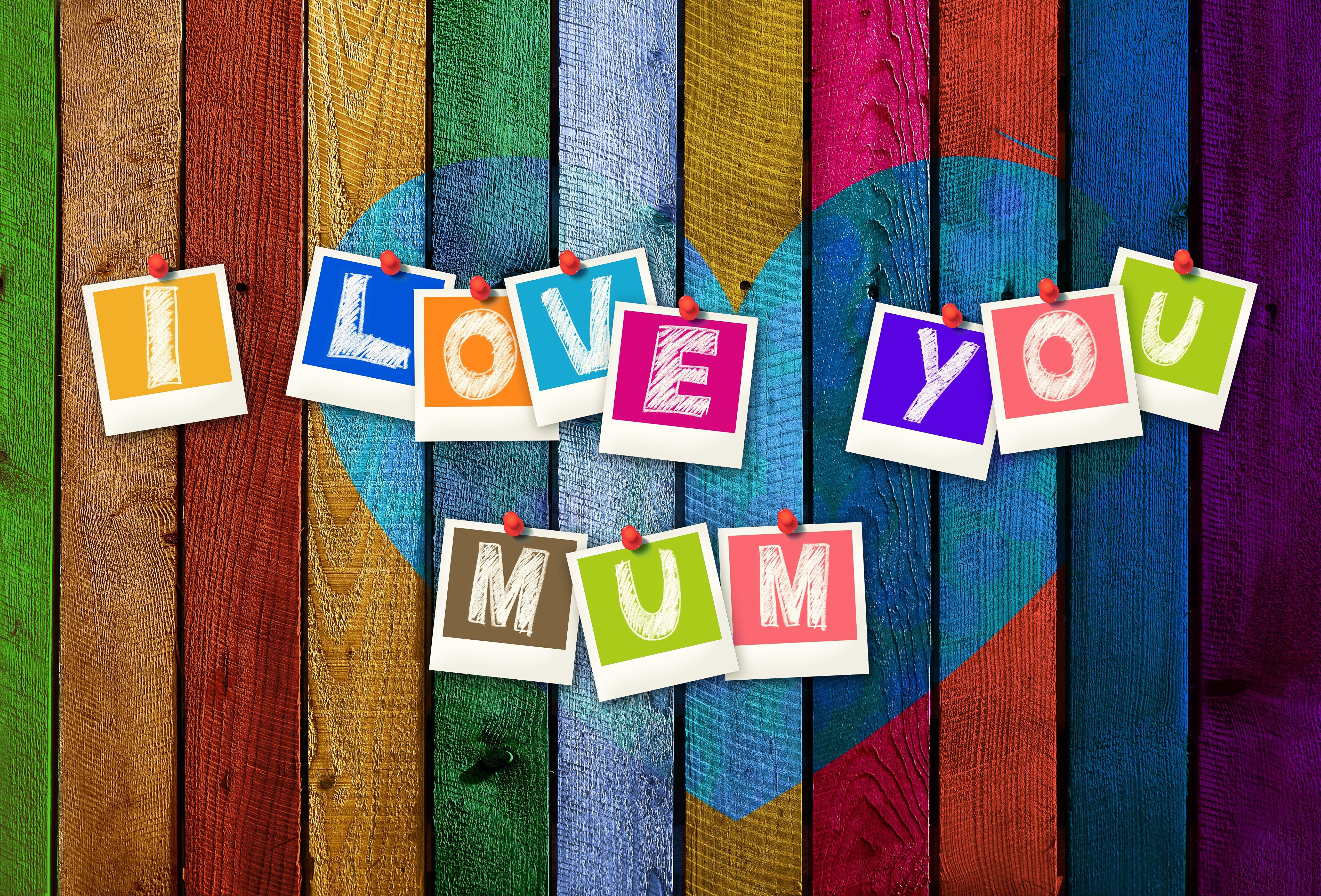 Фотография День матери Английский сердечко Разноцветные слова Доски 5120x3474 английская инглийские серце Сердце сердца текст Слово - Надпись