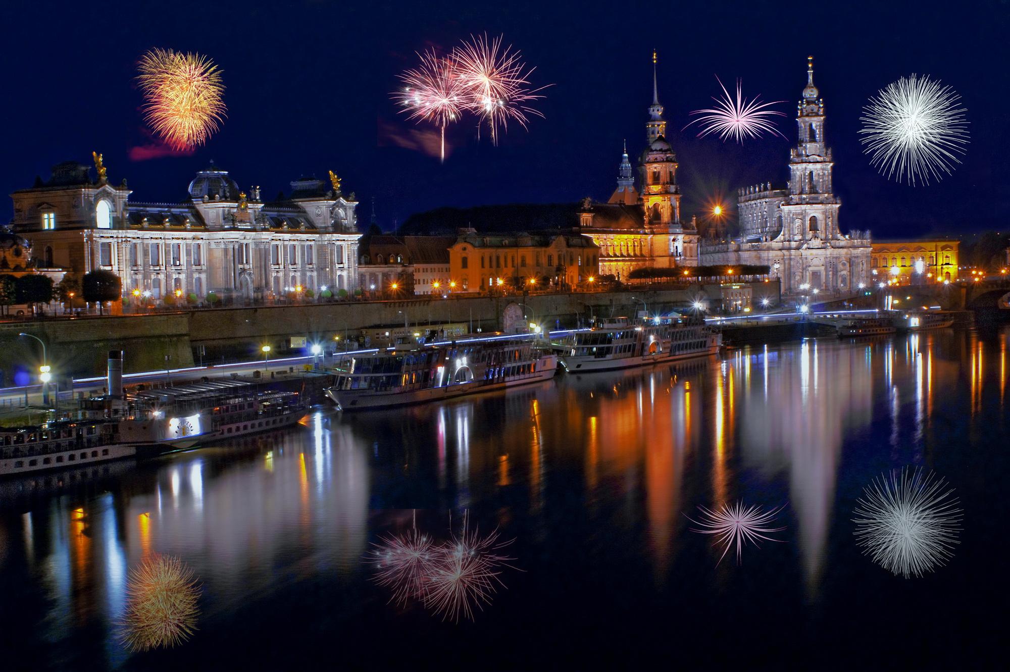 Картинки Дрезден Салют Германия Реки берег Ночные Дома Города фейерверк река Ночь речка ночью в ночи Побережье город Здания