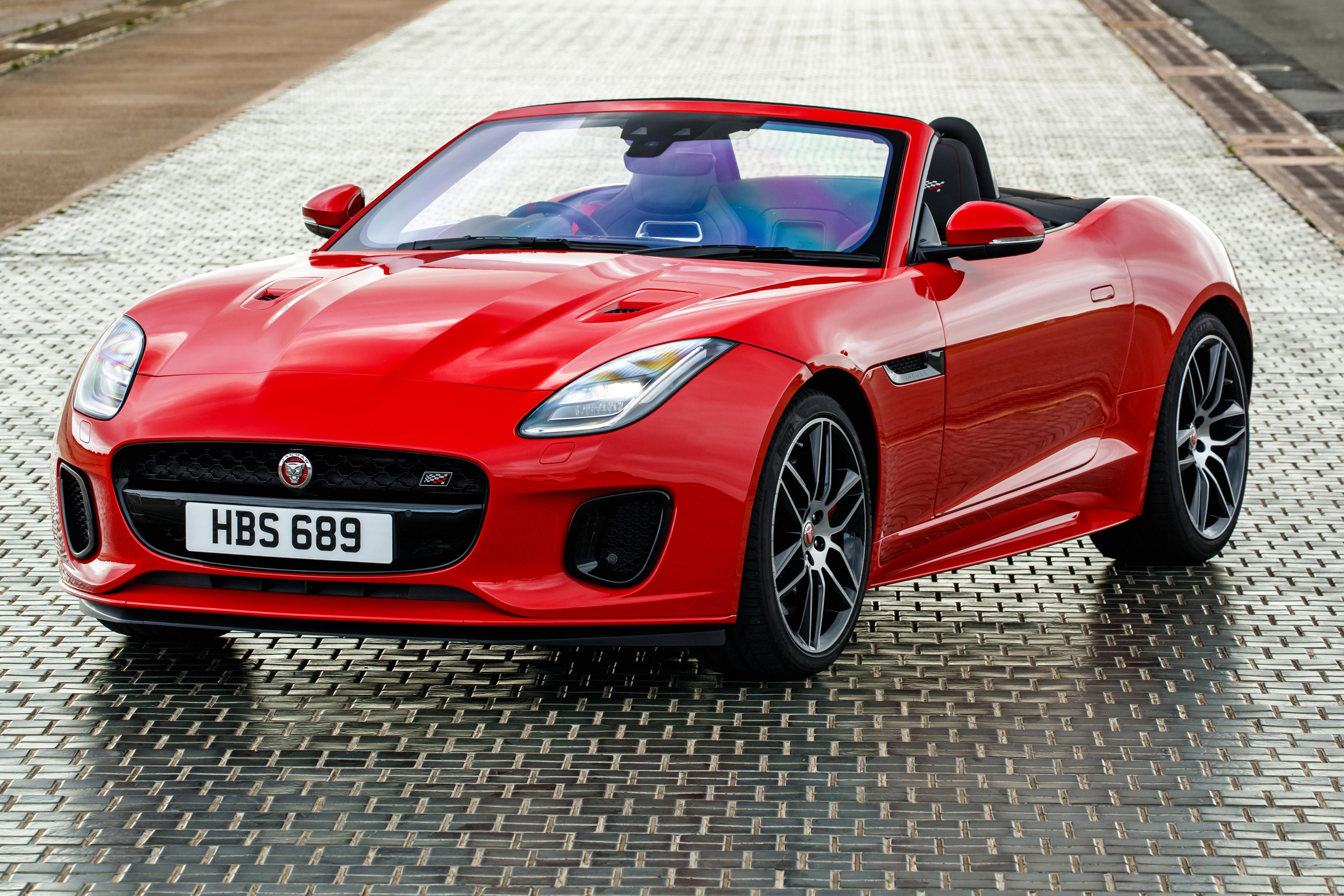 Обои для рабочего стола Ягуар 2018-19 F-Type  Chequered Flag  Convertible Кабриолет красные машины Металлик Jaguar кабриолета красных Красный красная авто машина автомобиль Автомобили