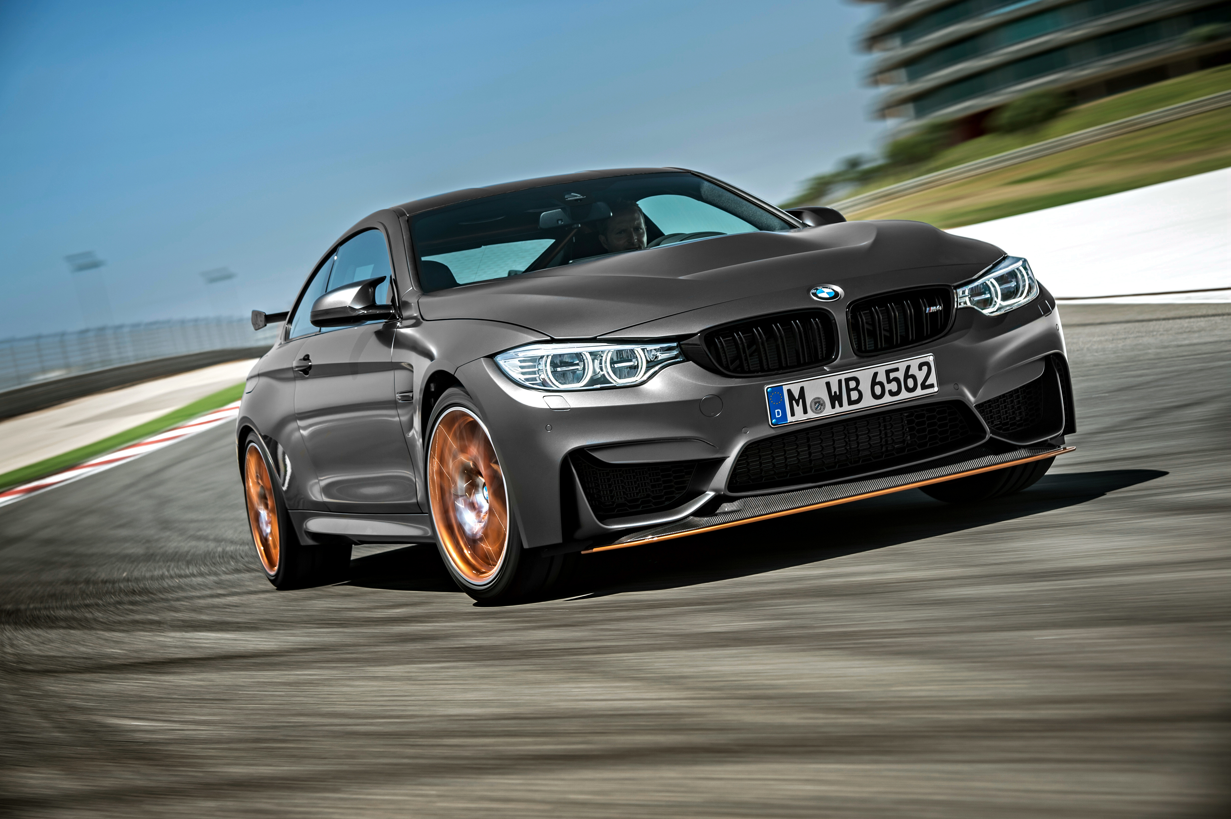 BMW_2015_M4_GTS_475301.jpg (4096×2726)