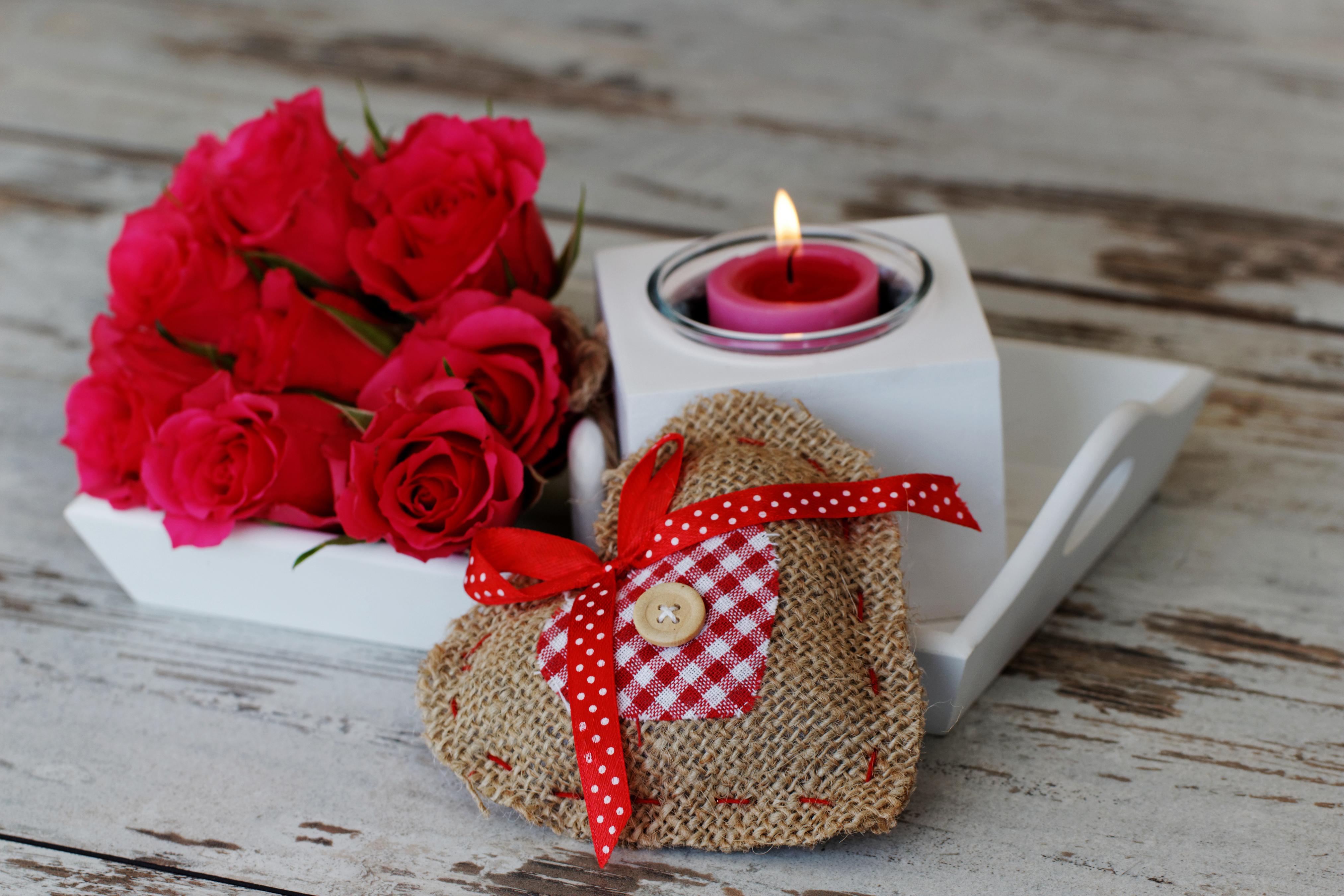 Обои для рабочего стола День святого Валентина сердечко букет Розы красная Свечи Бантик День всех влюблённых серце Сердце сердца Букеты роза Красный красные красных бант бантики