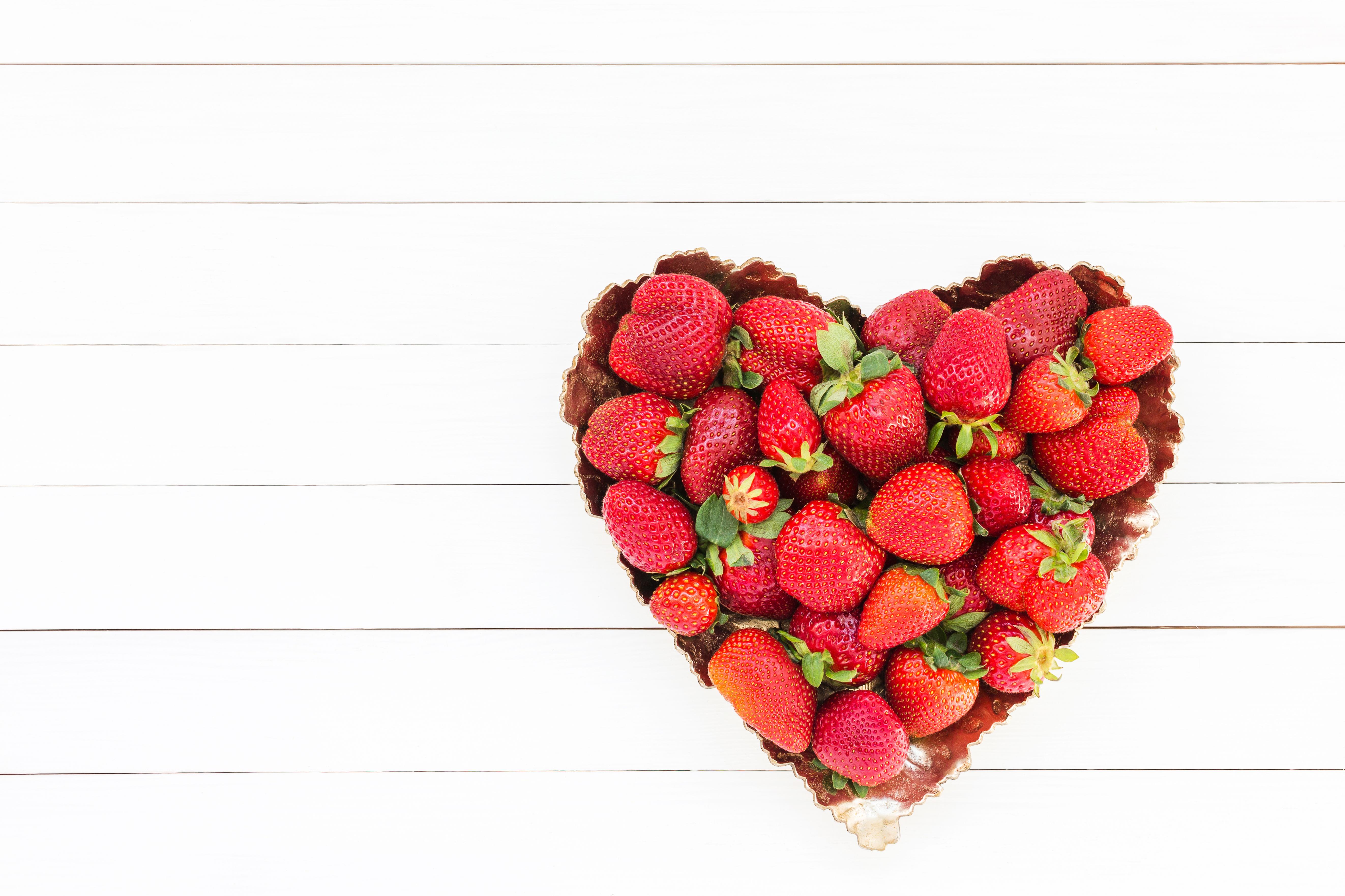 Фотография Сердце Клубника Пища Шаблон поздравительной открытки 5289x3525 серце сердца сердечко Еда Продукты питания
