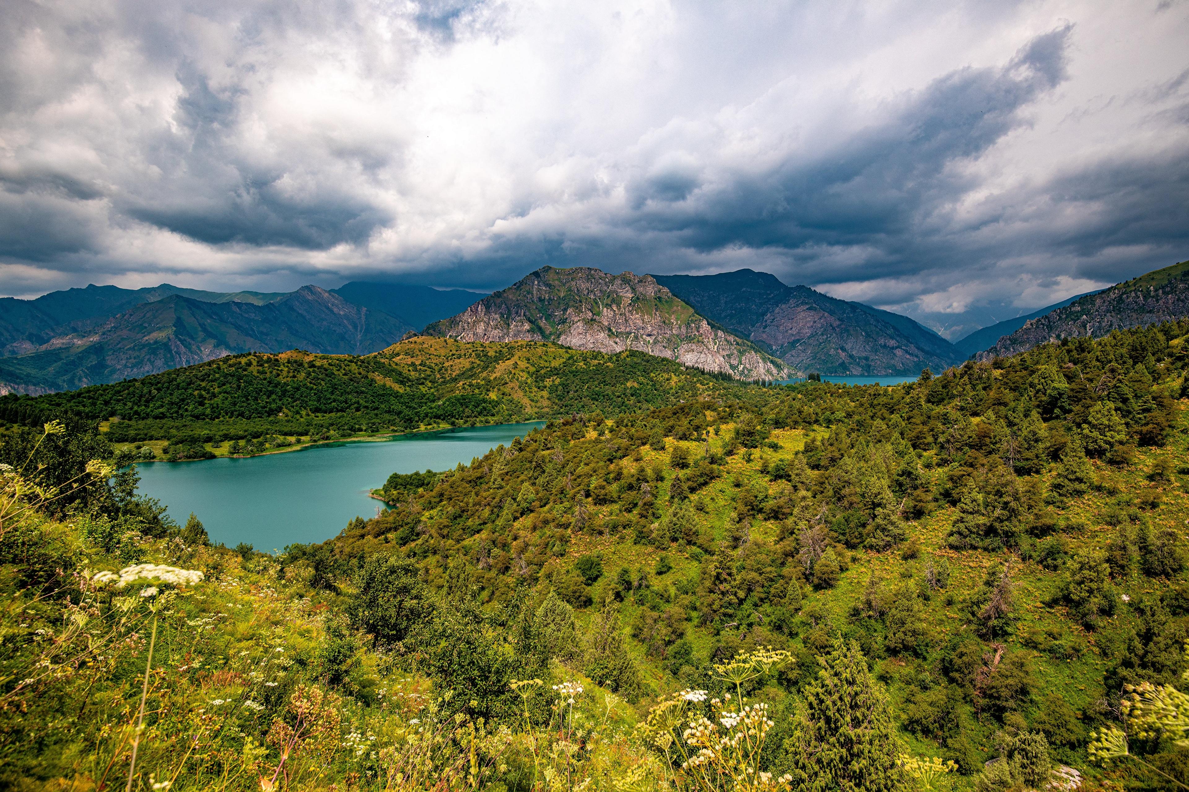Картинки Sary-Chelek Lake, Kyrgyzstan гора Природа Озеро облачно 3840x2560 Горы Облака облако
