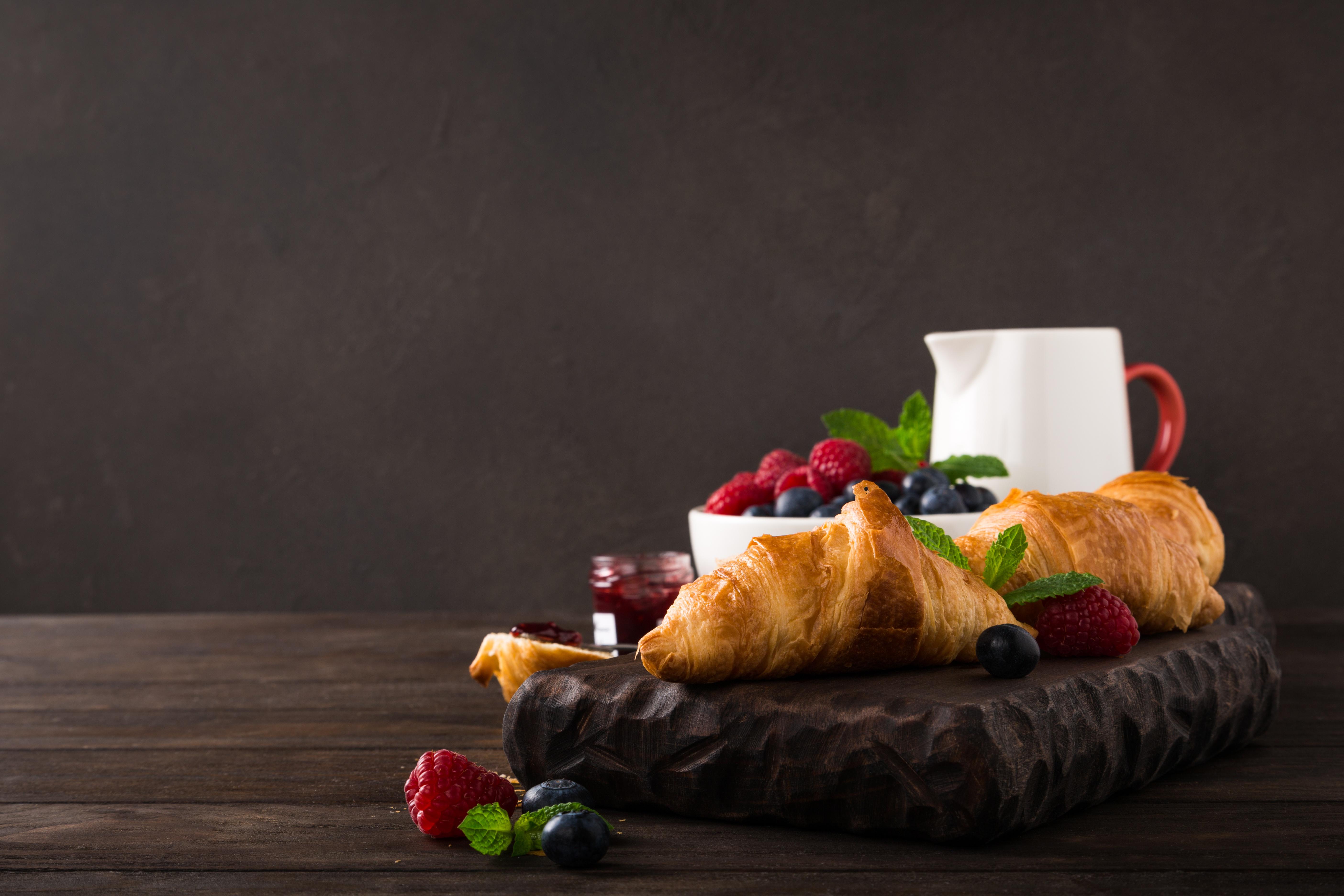 Фотография Завтрак Круассан Малина Еда Ягоды 5617x3745 Пища Продукты питания