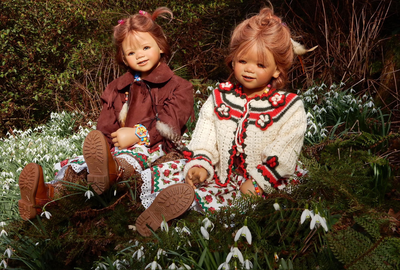 Фото Двое Парки девочка Grugapark Essen  куклы Подснежники 3000x2025 2 два две вдвоем парк Девочки Кукла Галантус