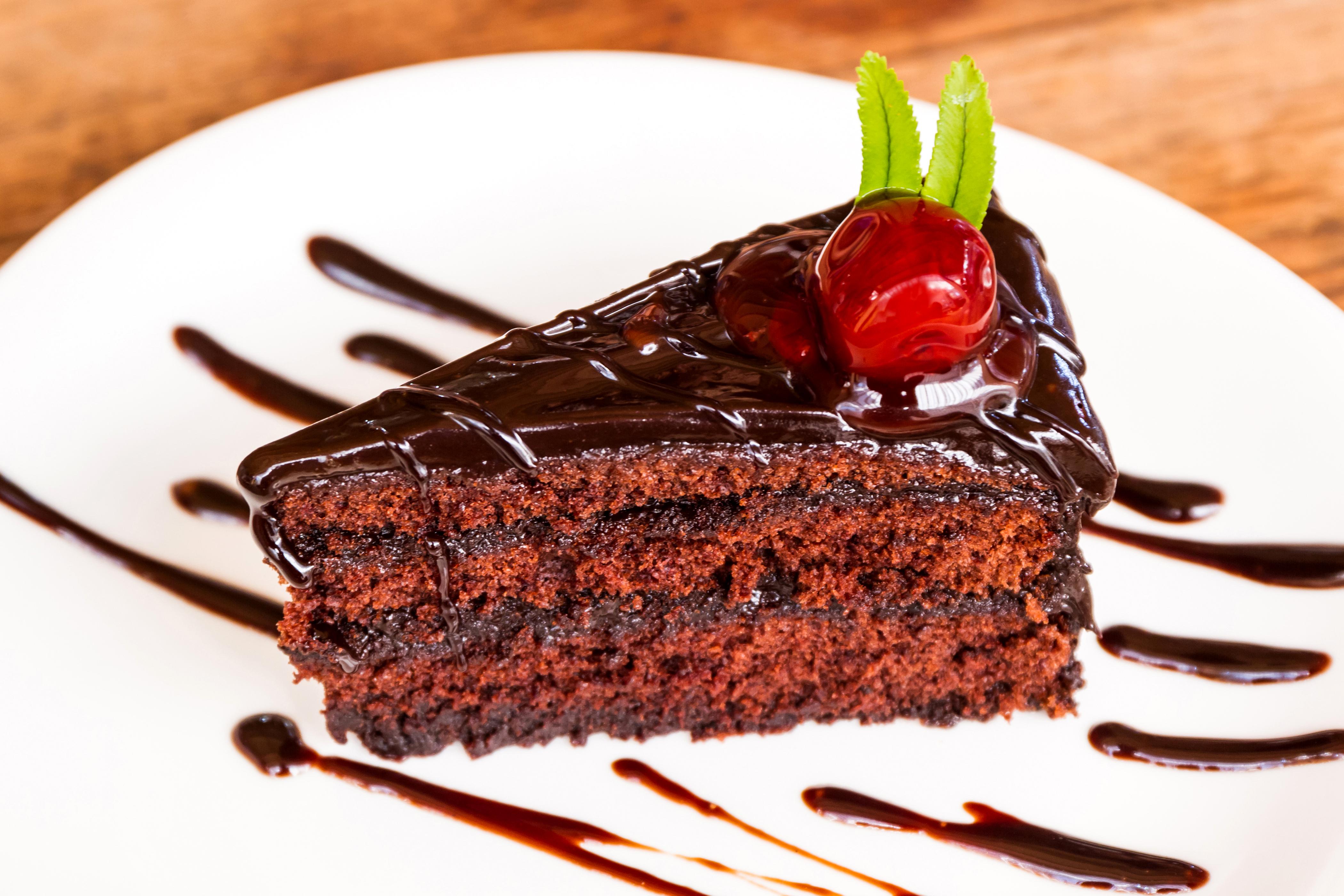 пирожное кусок шоколад тарелка бесплатно