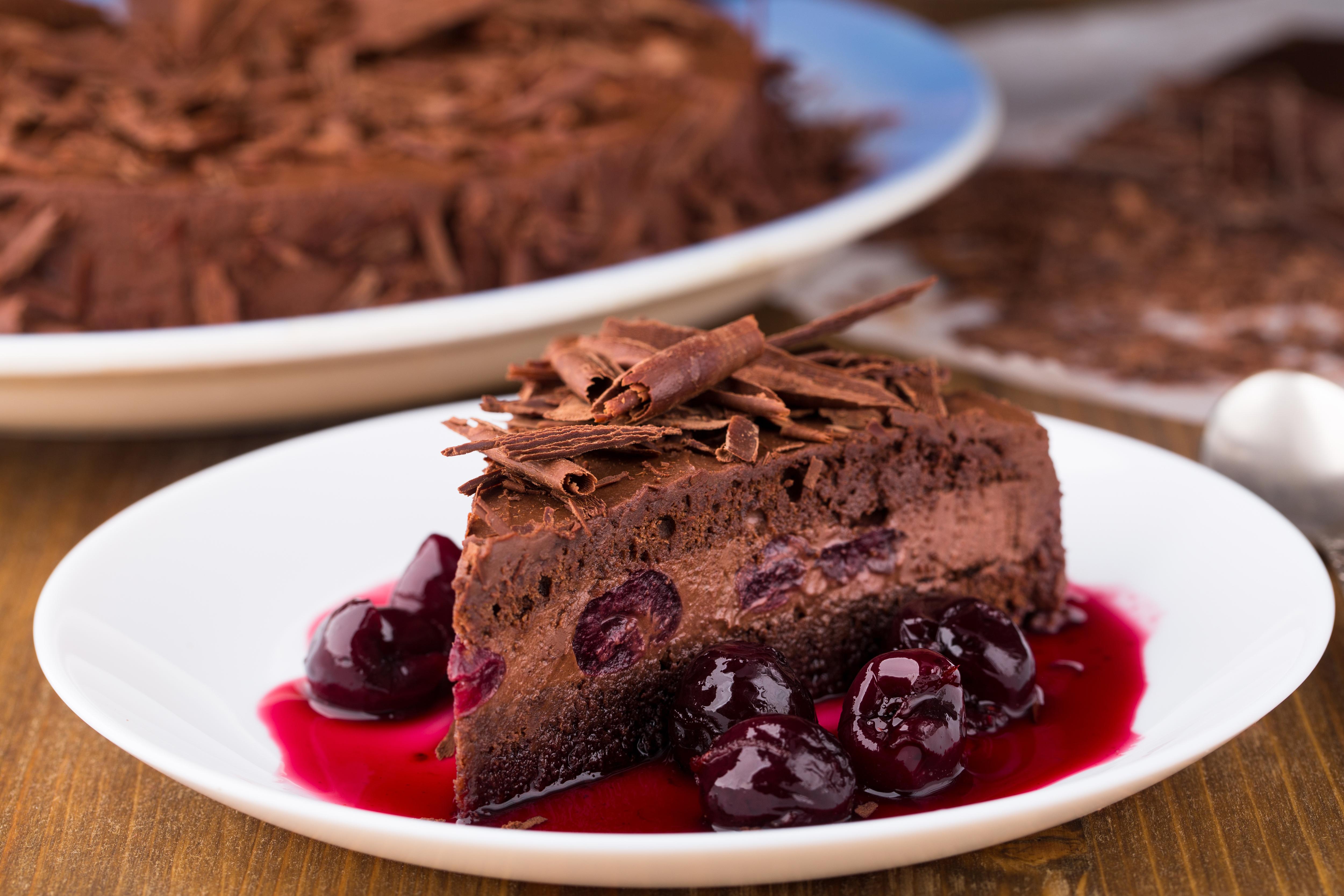 Картинки Шоколад Торты Кусок Вишня Пища 5000x3333 часть кусочки кусочек Черешня Еда Продукты питания