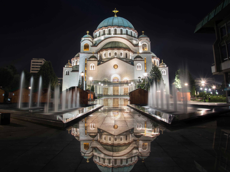 Фотографии Сербия Церковь Фонтаны Church of Saint Sava Отражение Ночь Храмы Уличные фонари Города 3000x2250 отражении отражается храм ночью в ночи Ночные город