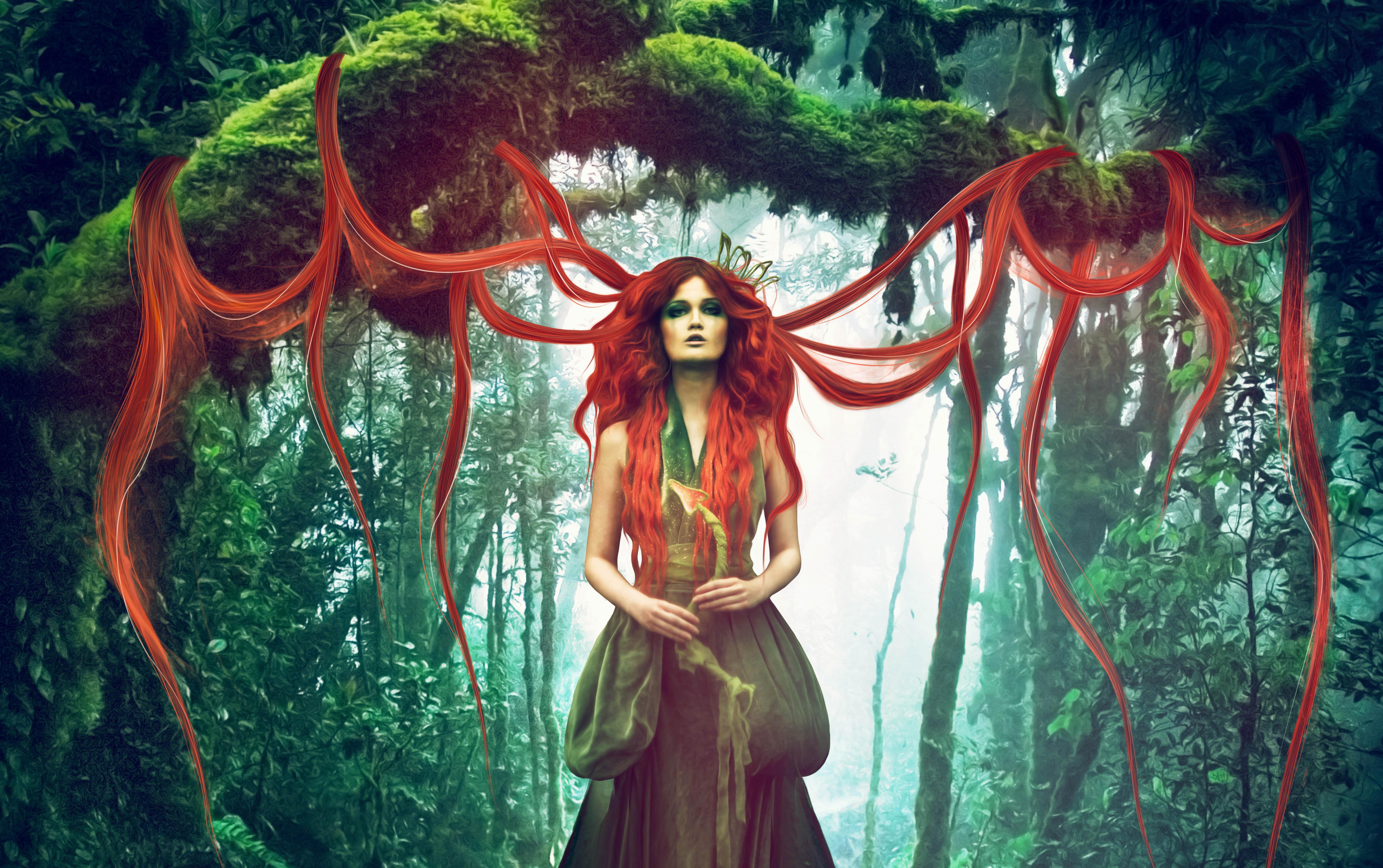 Девушка дерево улыбка лес Girl tree smile forest бесплатно