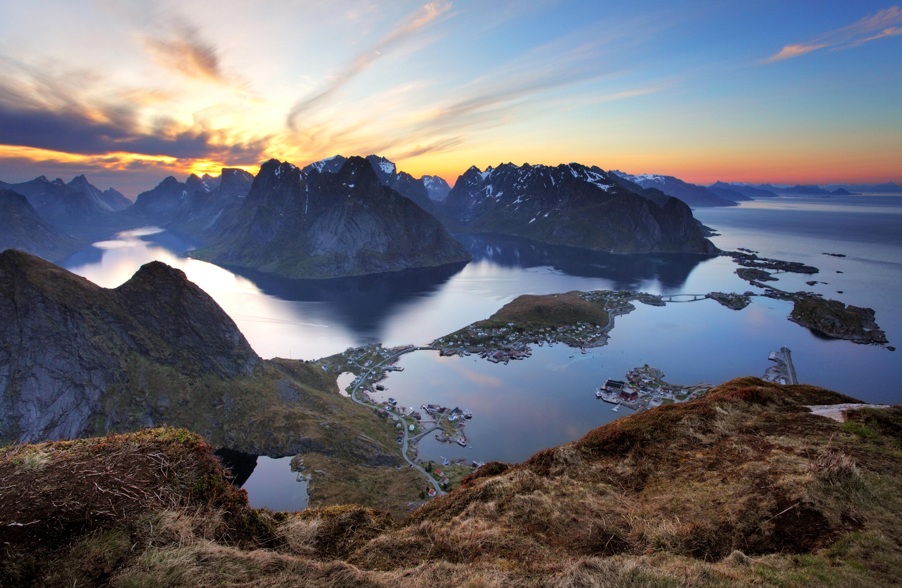 Фотографии Лофотенские острова Норвегия Горы Природа Рассветы и закаты Залив