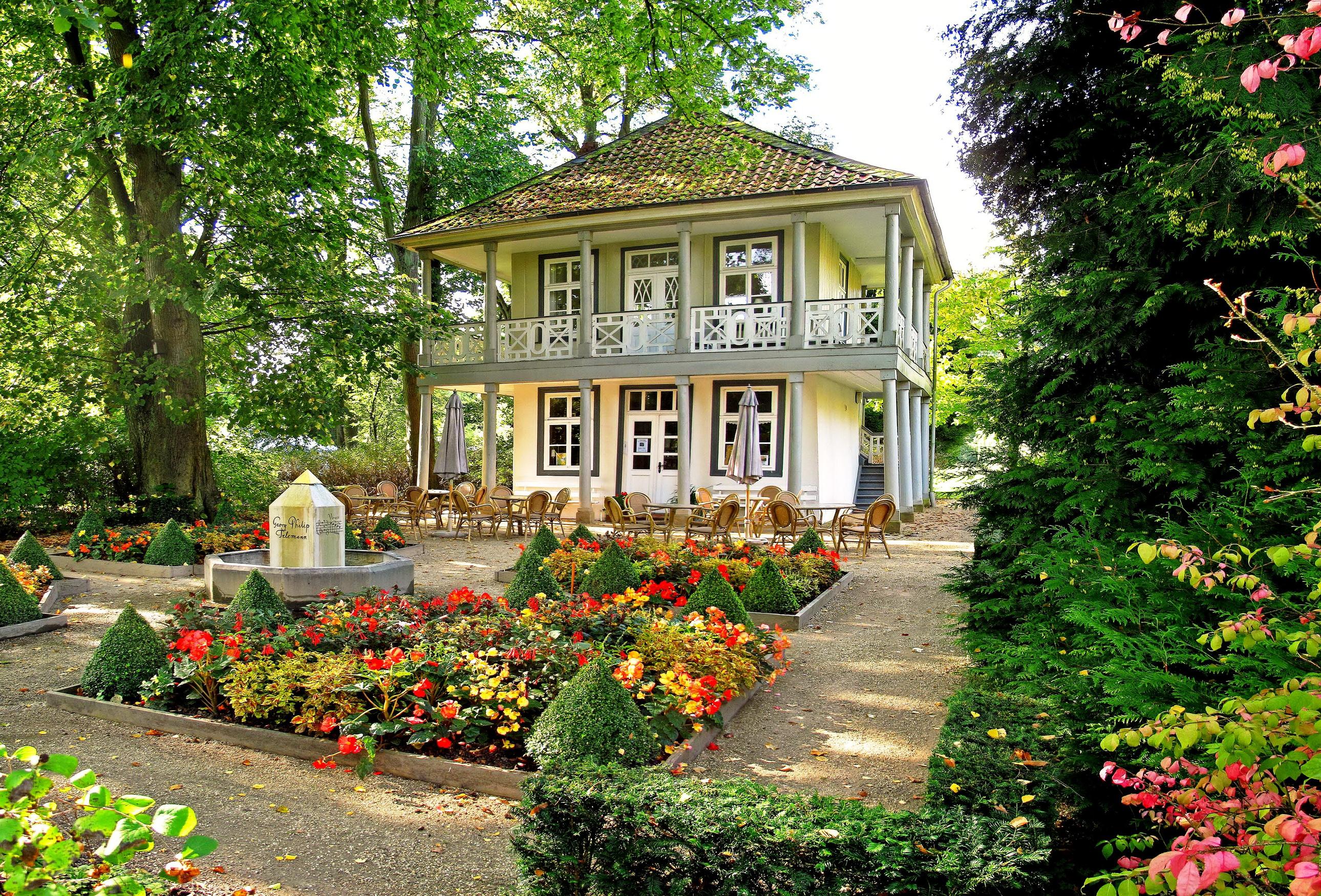 Сад в особняке без смс
