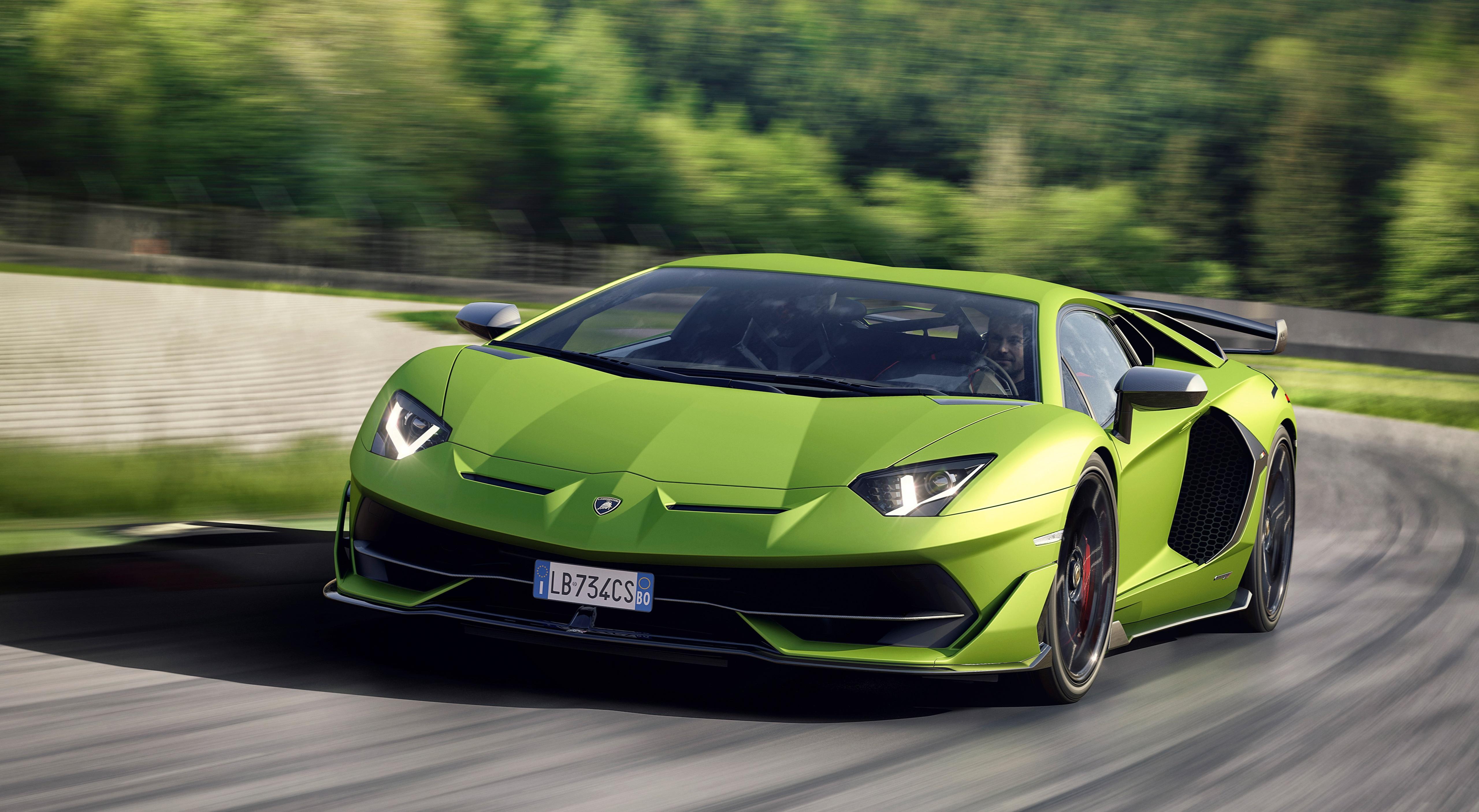 Фотография Lamborghini Размытый фон зеленые Движение Спереди Автомобили 5120x2812 Ламборгини боке зеленая Зеленый зеленых едет едущий едущая скорость авто машины машина автомобиль