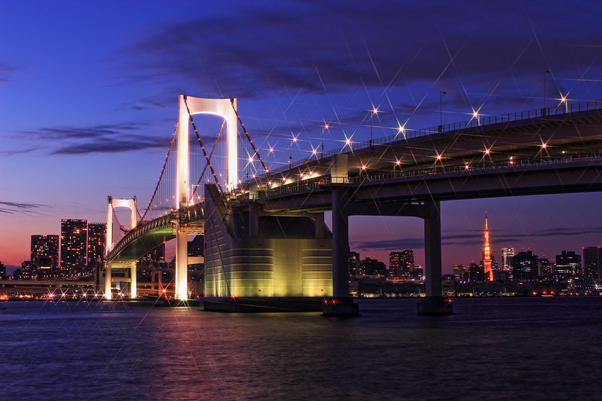 фиолетовые фонари над мостом без смс