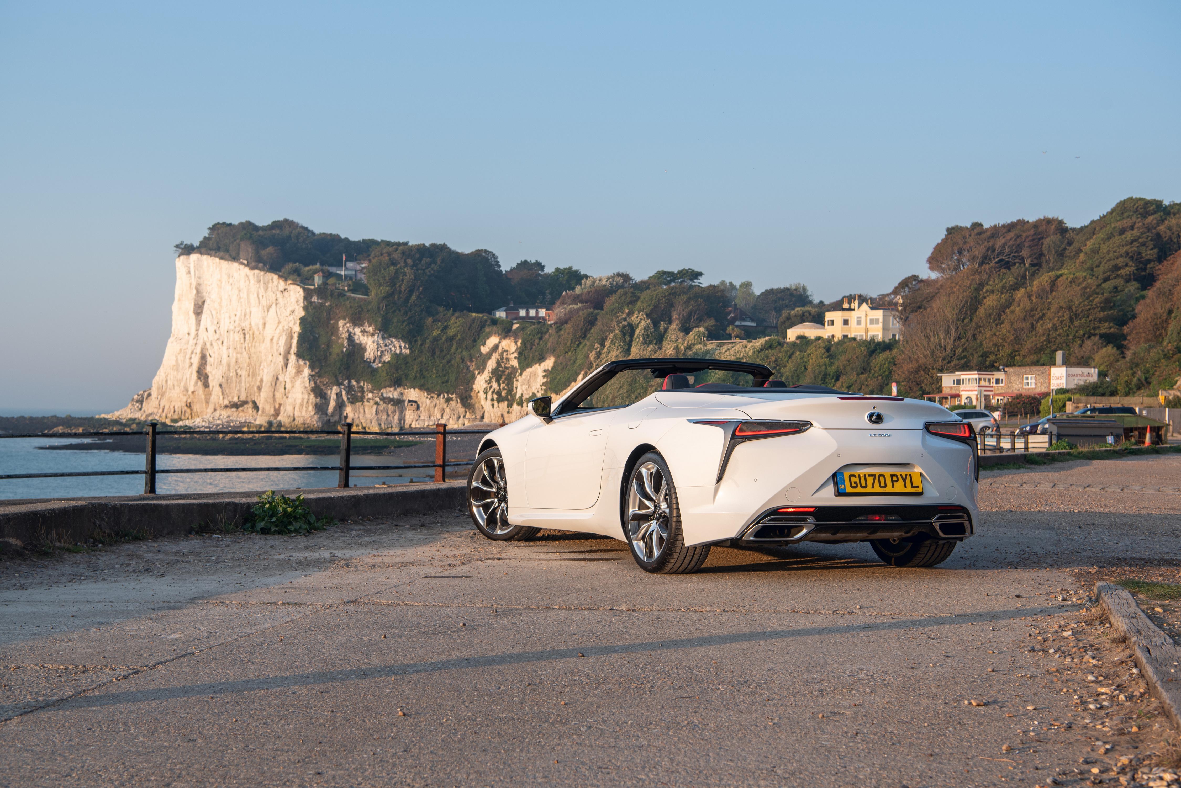 Фотографии Лексус LC 500 Convertible, UK-spec, 2020 кабриолета Белый авто Сзади Металлик Lexus Кабриолет белая белые белых машины машина вид сзади Автомобили автомобиль