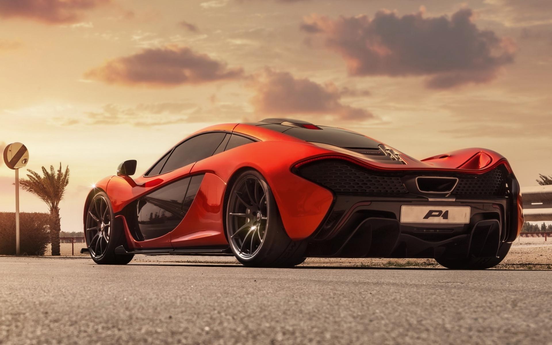 оранжевый автомобиль mclaren скачать