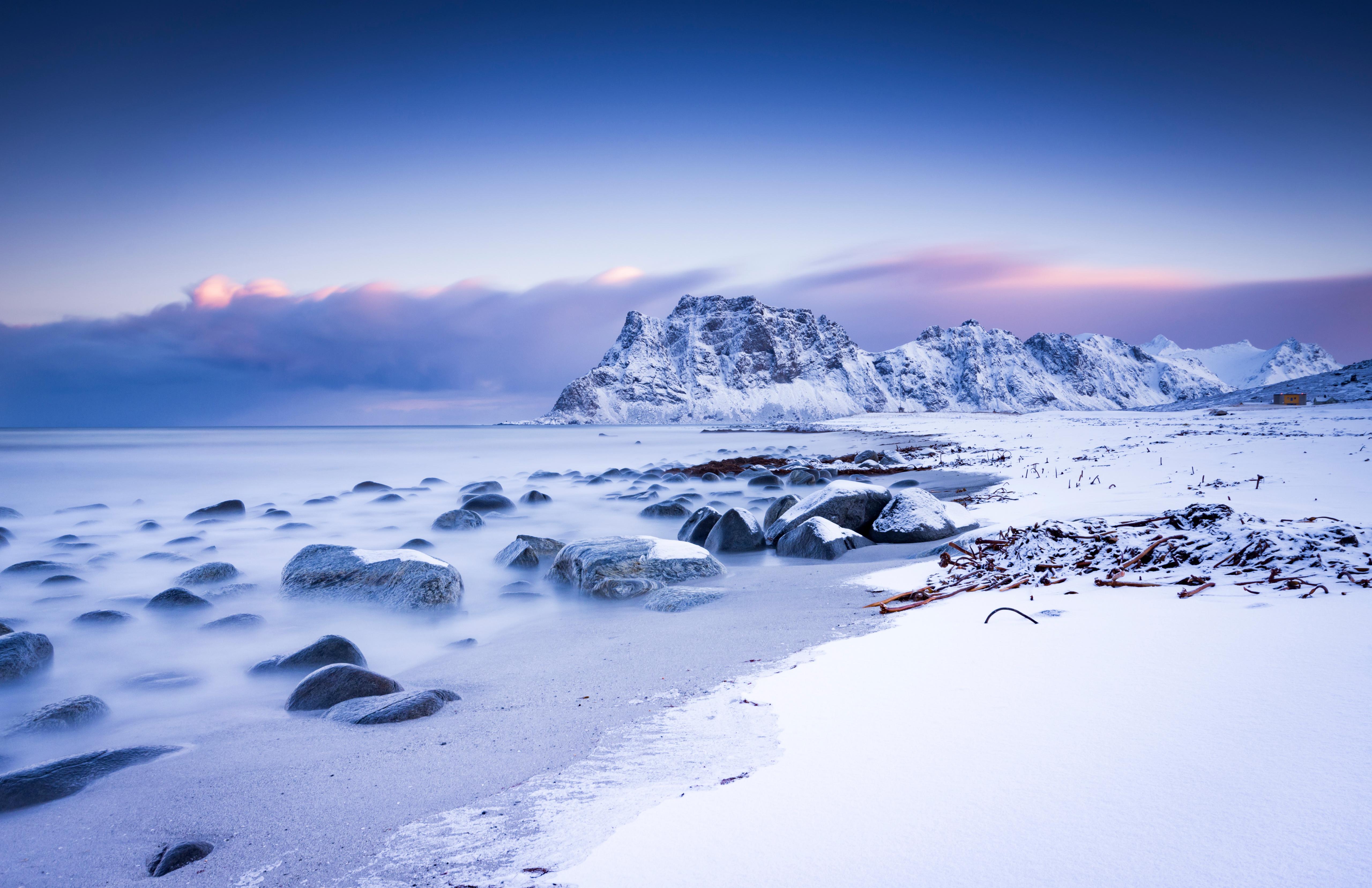 Картинки Лофотенские острова Норвегия Uttakleiv гора Природа Снег Пейзаж 5120x3316 Горы снега снегу снеге