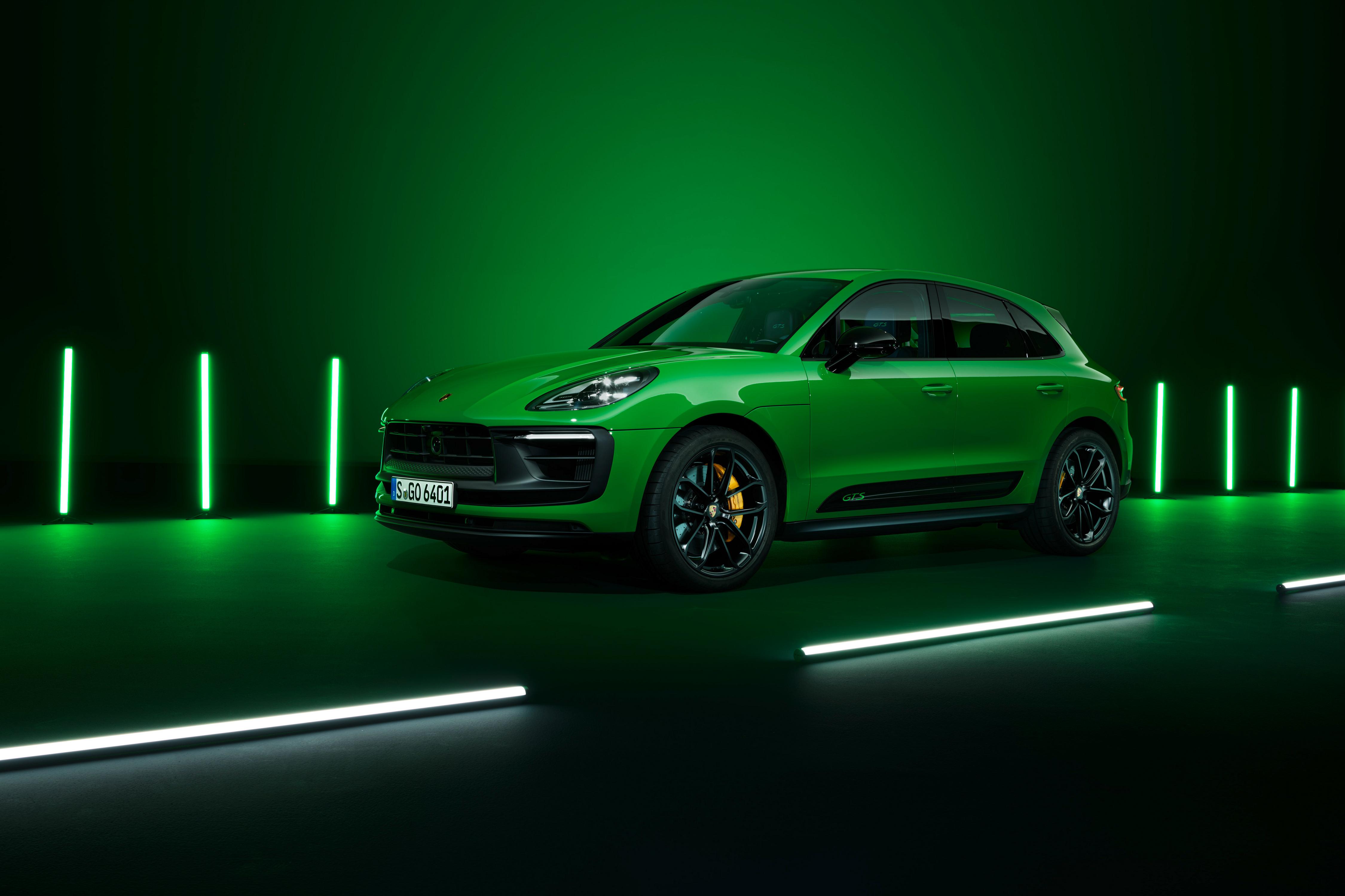 Картинки Porsche Macan GTS Sport Package, (Worldwide), (95B), 2021 зеленых авто Металлик Порше зеленая зеленые Зеленый машина машины Автомобили автомобиль