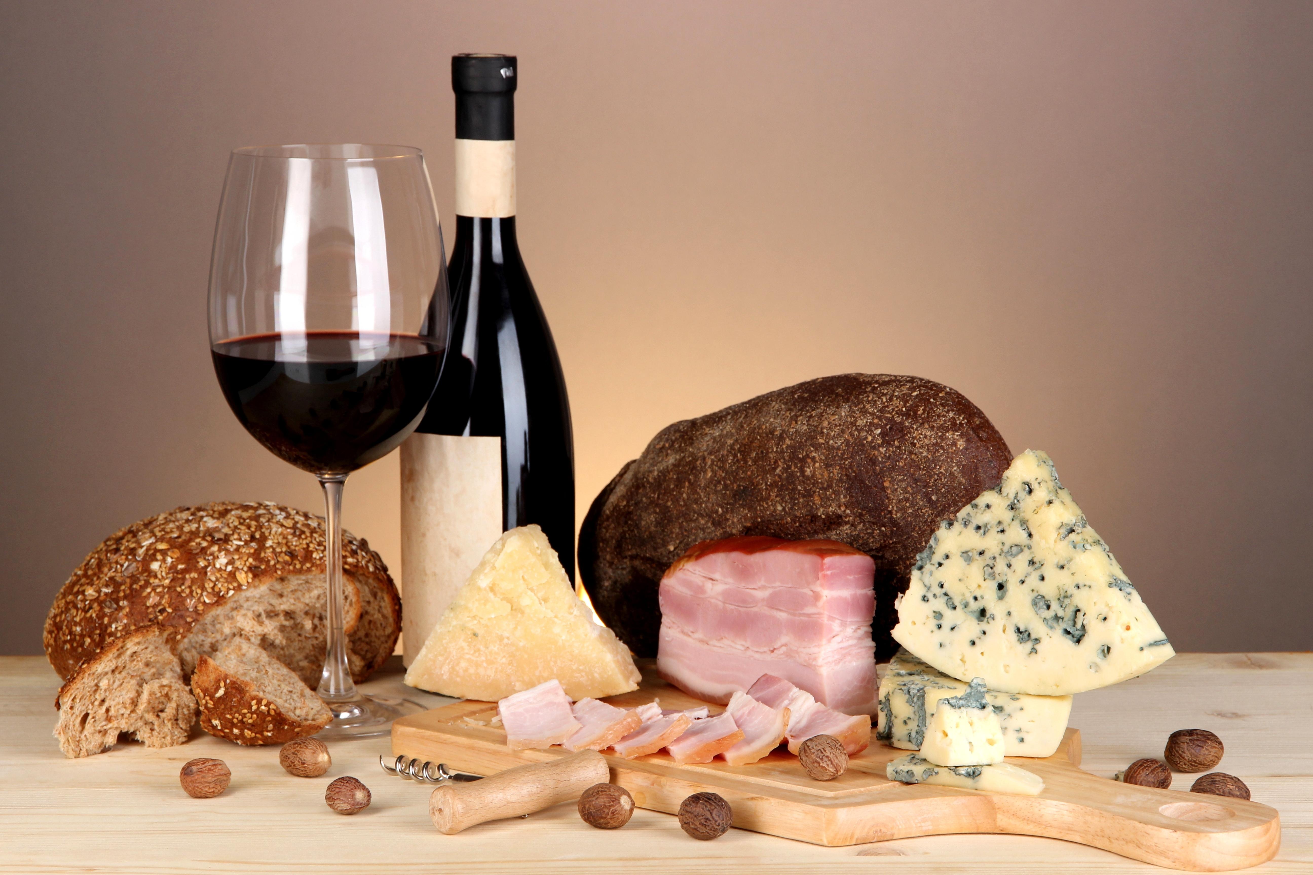 мясо, колбаса, оливки, сыр загрузить