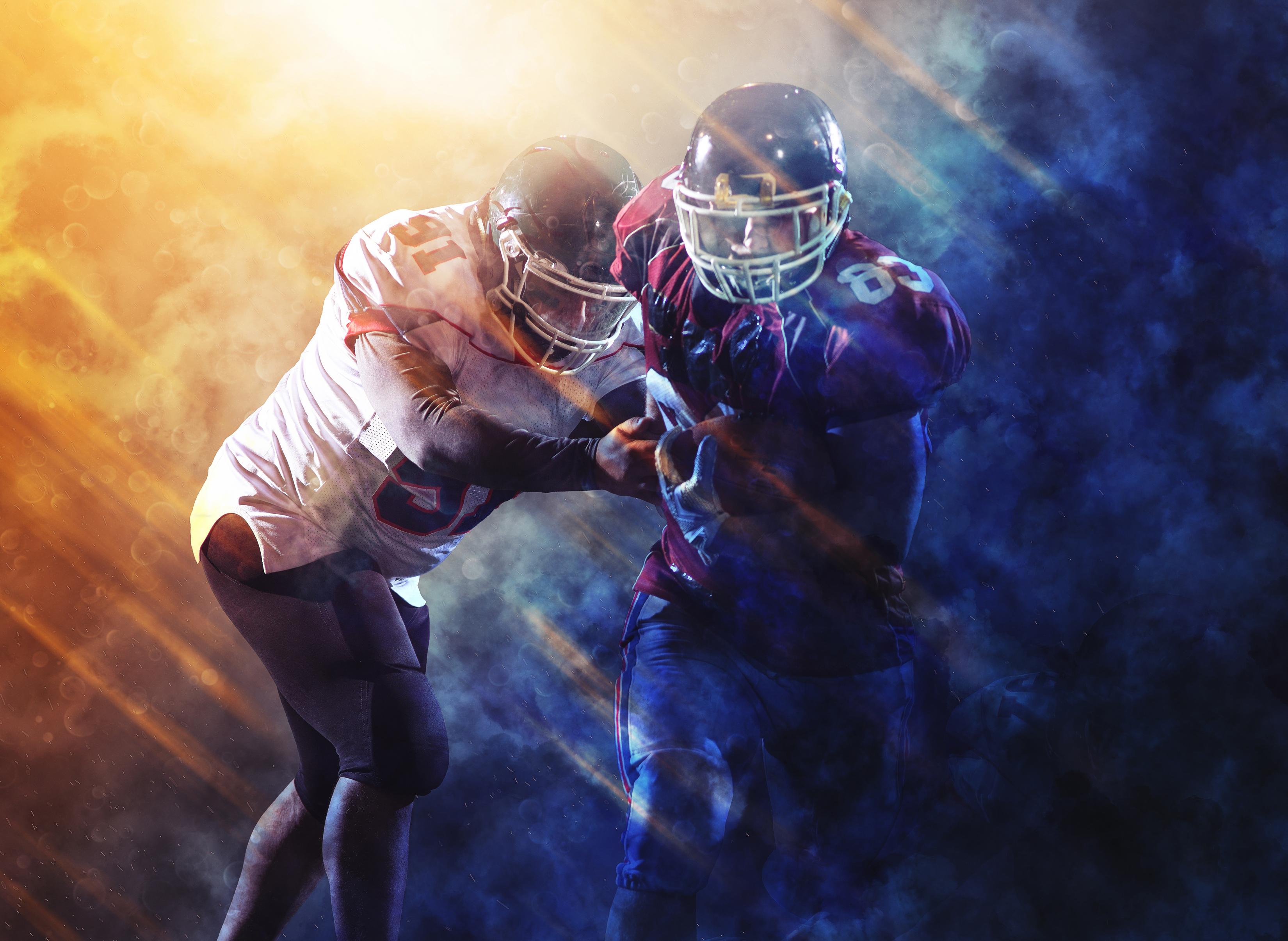 Фотографии Шлем Американский футбол 2 Спорт униформе шлема в шлеме два две Двое вдвоем спортивный спортивные спортивная Униформа