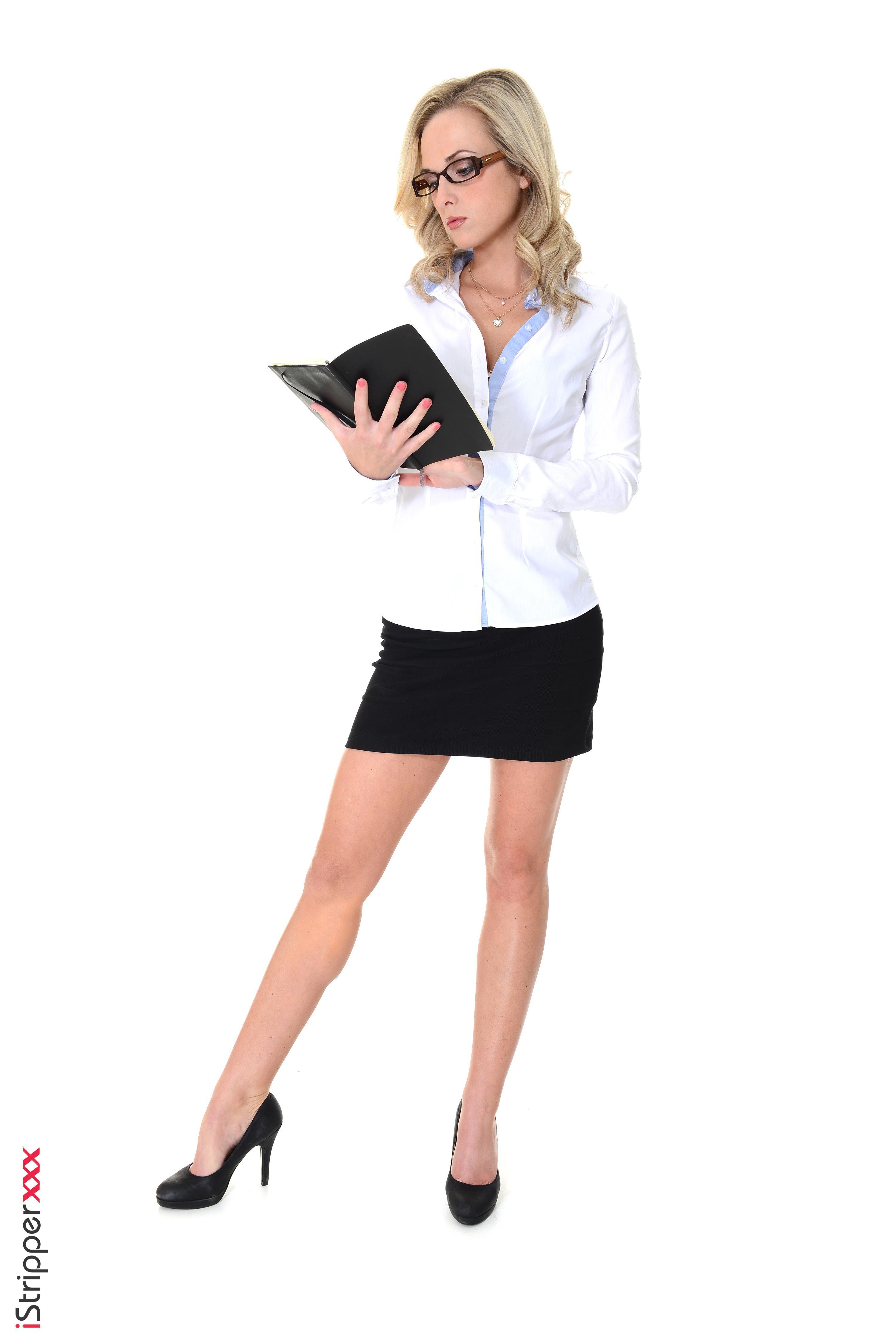 Фото Vinna Reed Блондинка Секретарши iStripper молодая женщина Ноги Руки очков Белый фон Туфли  для мобильного телефона блондинки блондинок секретарша девушка Девушки молодые женщины ног Очки рука очках белом фоне белым фоном туфель туфлях
