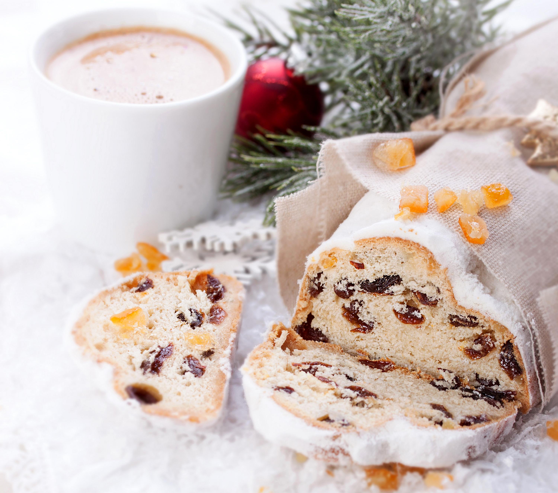 Фотографии Новый год Изюм Кекс Кофе Пища Выпечка 3000x2650 Рождество Еда Продукты питания