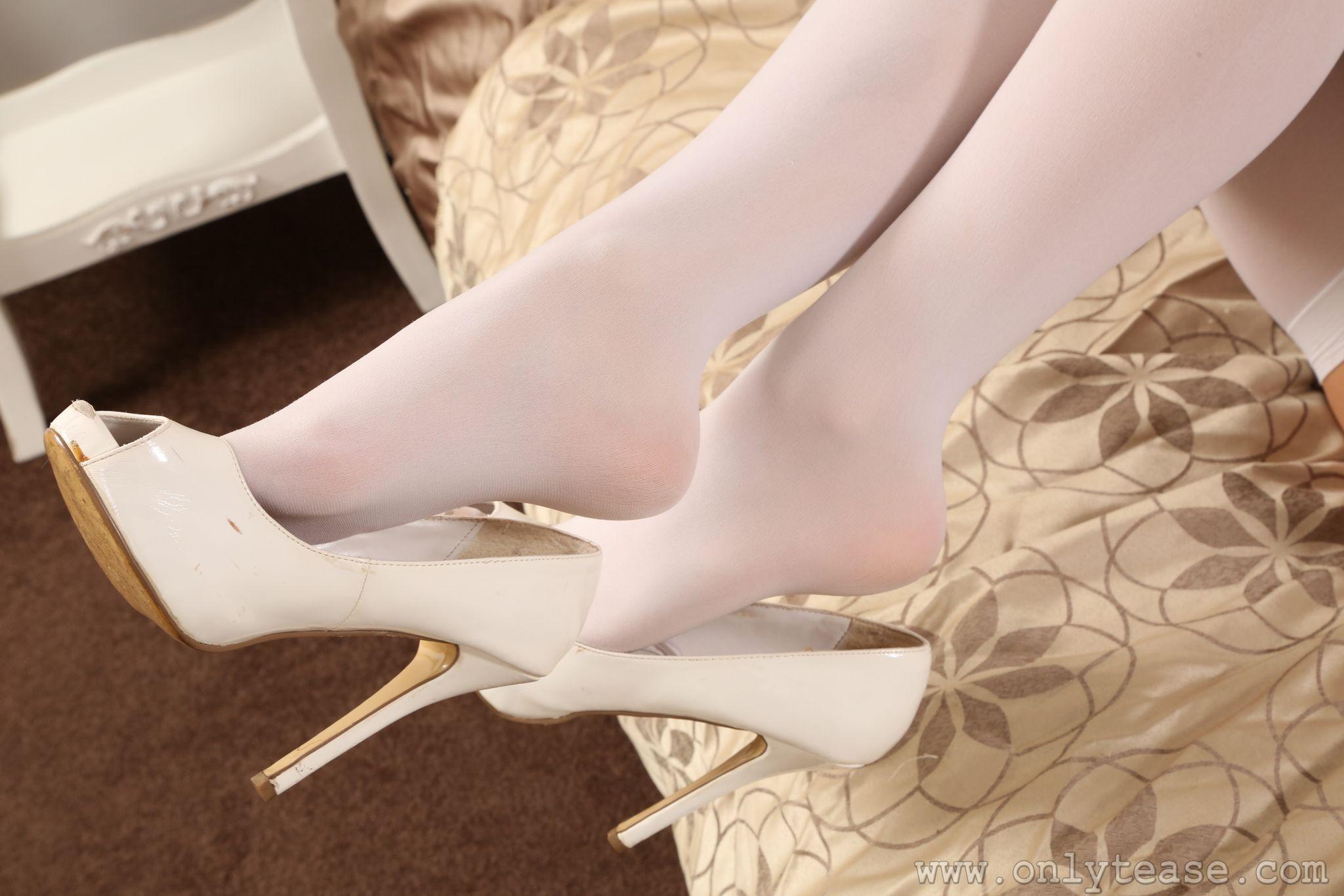 Фотографии Колготки девушка Ноги вблизи Туфли колготок колготках Девушки молодая женщина молодые женщины ног Крупным планом туфель туфлях