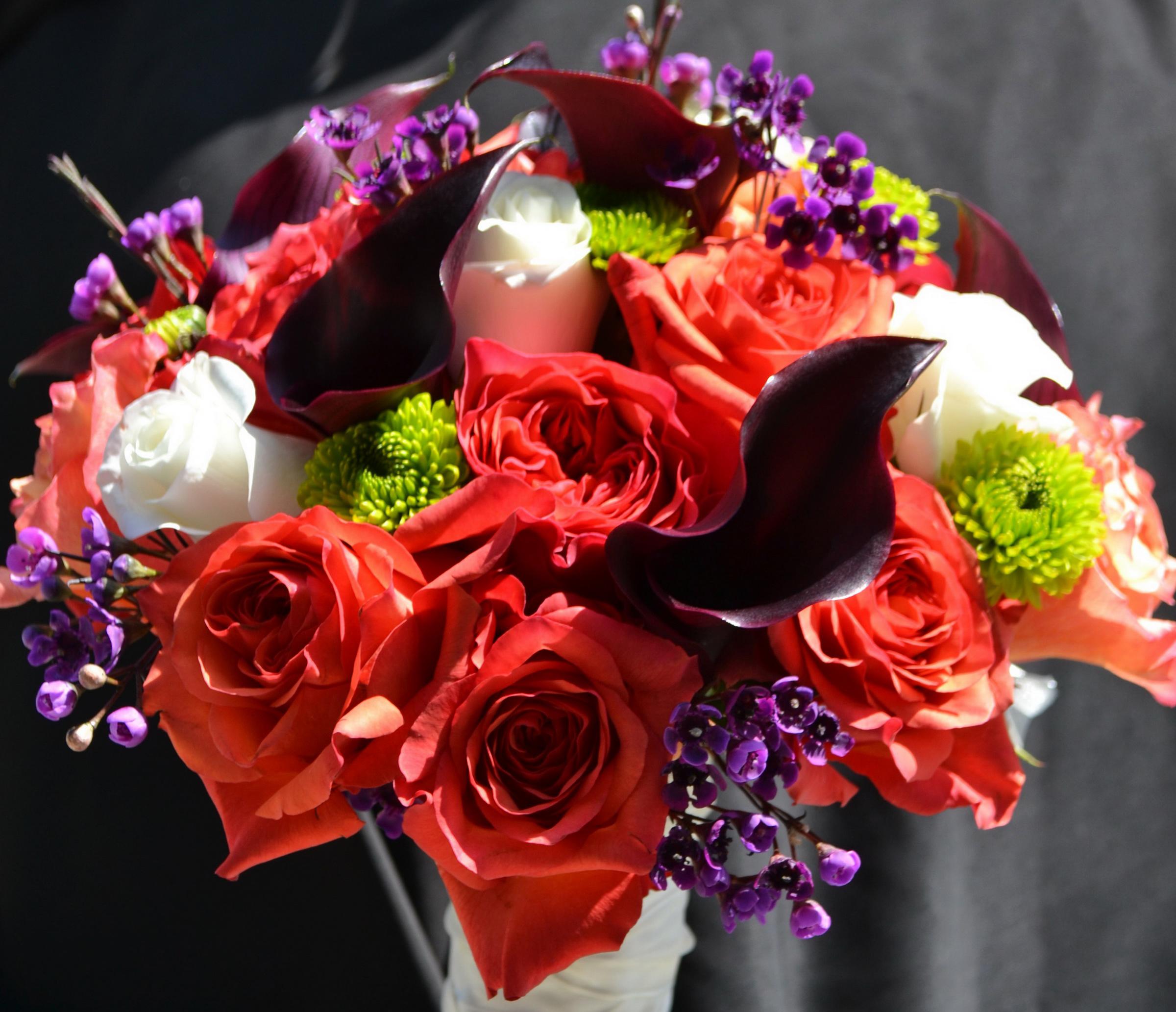 Обои для рабочего стола Букеты роза белокрыльник Цветы букет Розы Каллы цветок