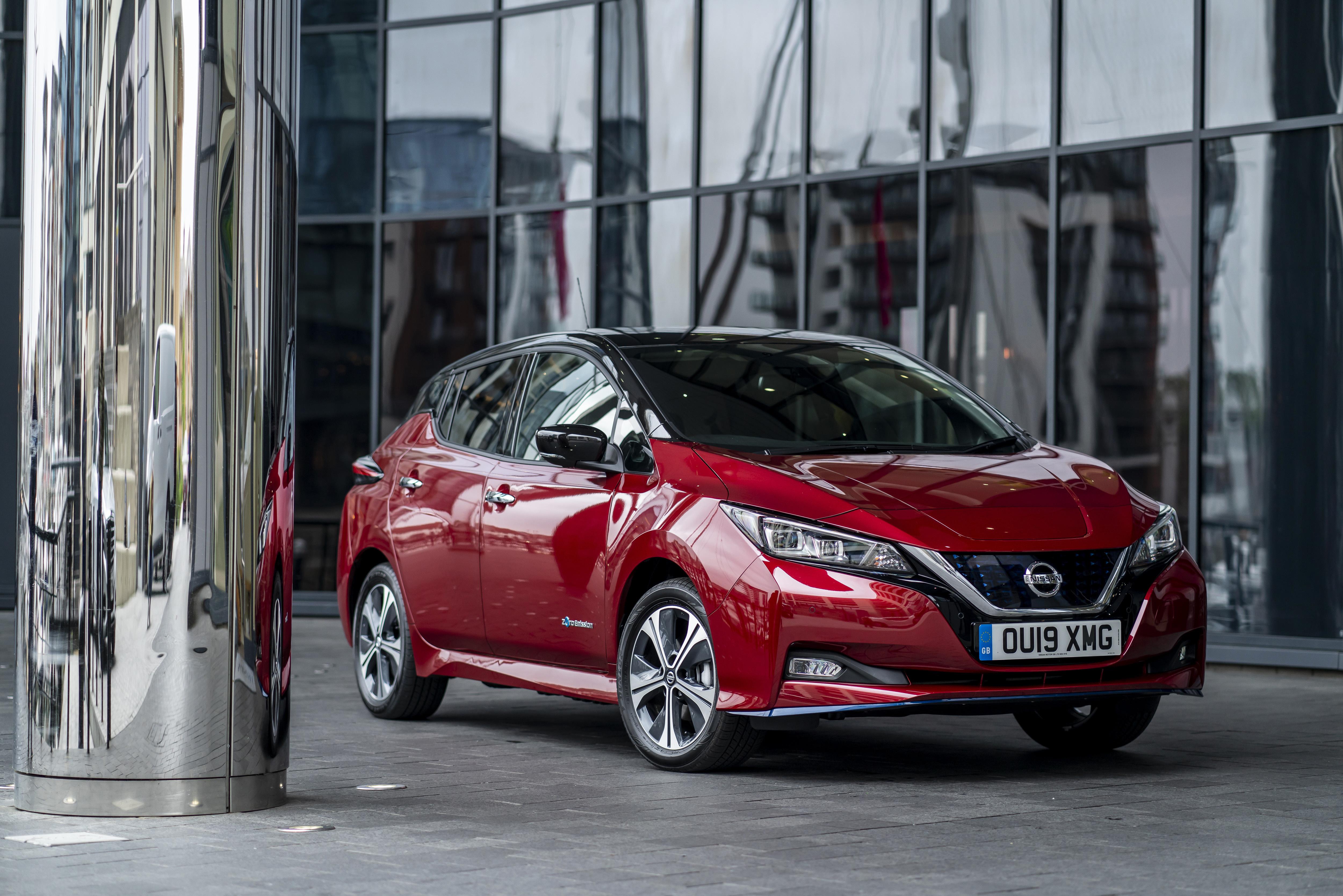 Фотографии Nissan 2019 Leaf e бордовая авто Металлик Ниссан Бордовый бордовые темно красный машина машины автомобиль Автомобили