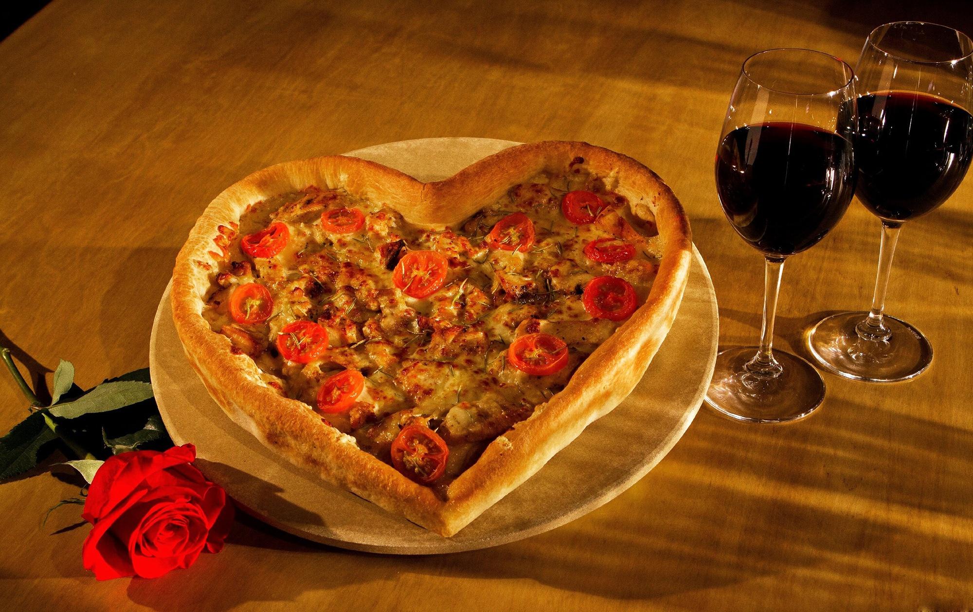 Фото серце Пицца Продукты питания 2000x1258 Сердце сердца сердечко Еда Пища