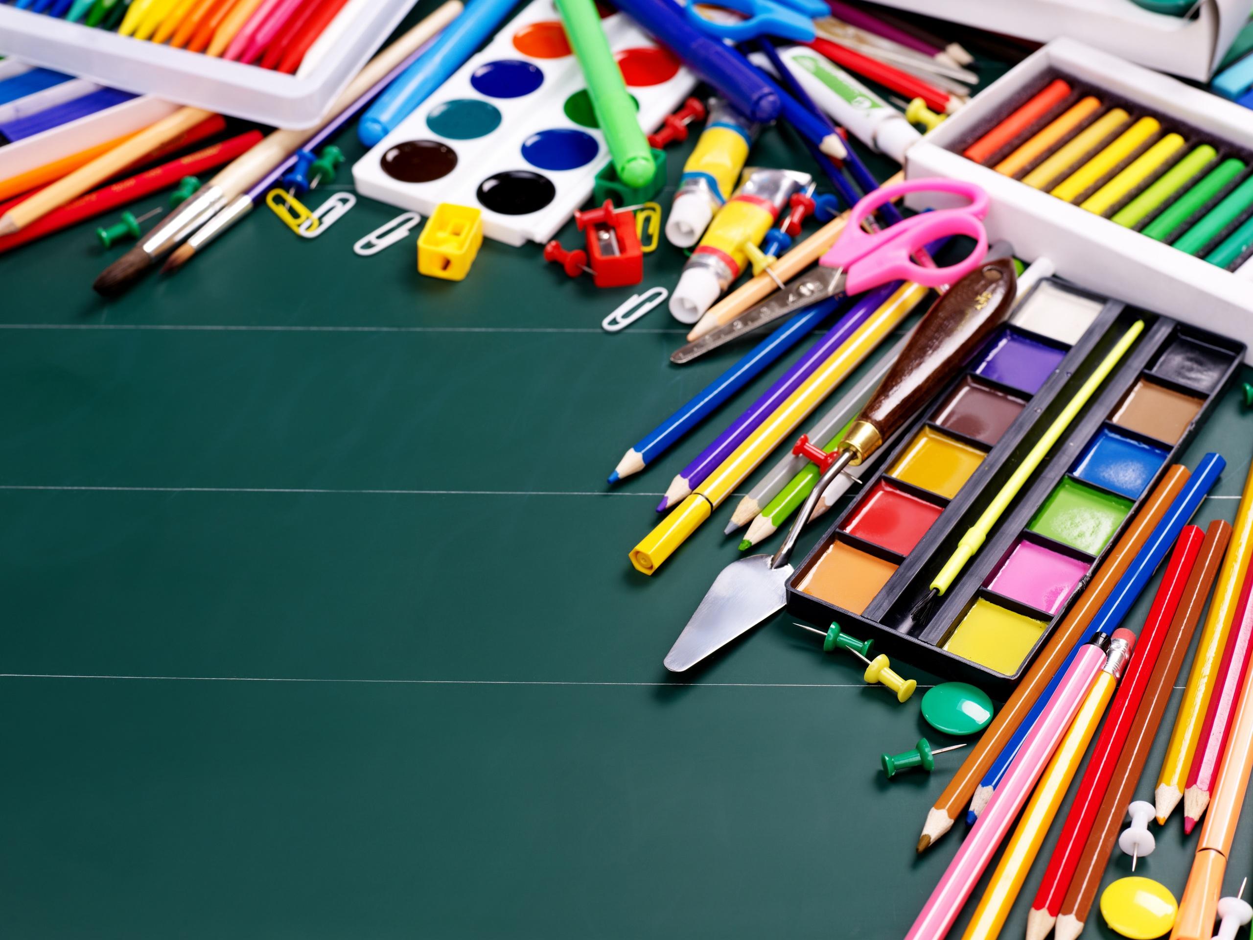 Фотографии Канцелярские товары школьные карандаша Шариковая ручка 2560x1920 Школа карандаш Карандаши карандашей