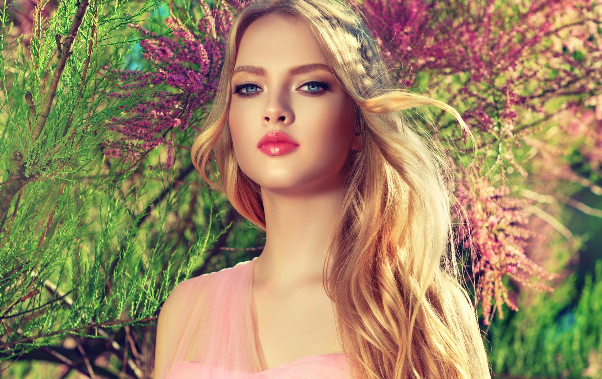 Обои для рабочего стола блондинки косметика на лице Красивые лица Девушки смотрят 1920x1210 блондинок Блондинка Макияж мейкап красивый красивая Лицо девушка молодые женщины молодая женщина Взгляд смотрит